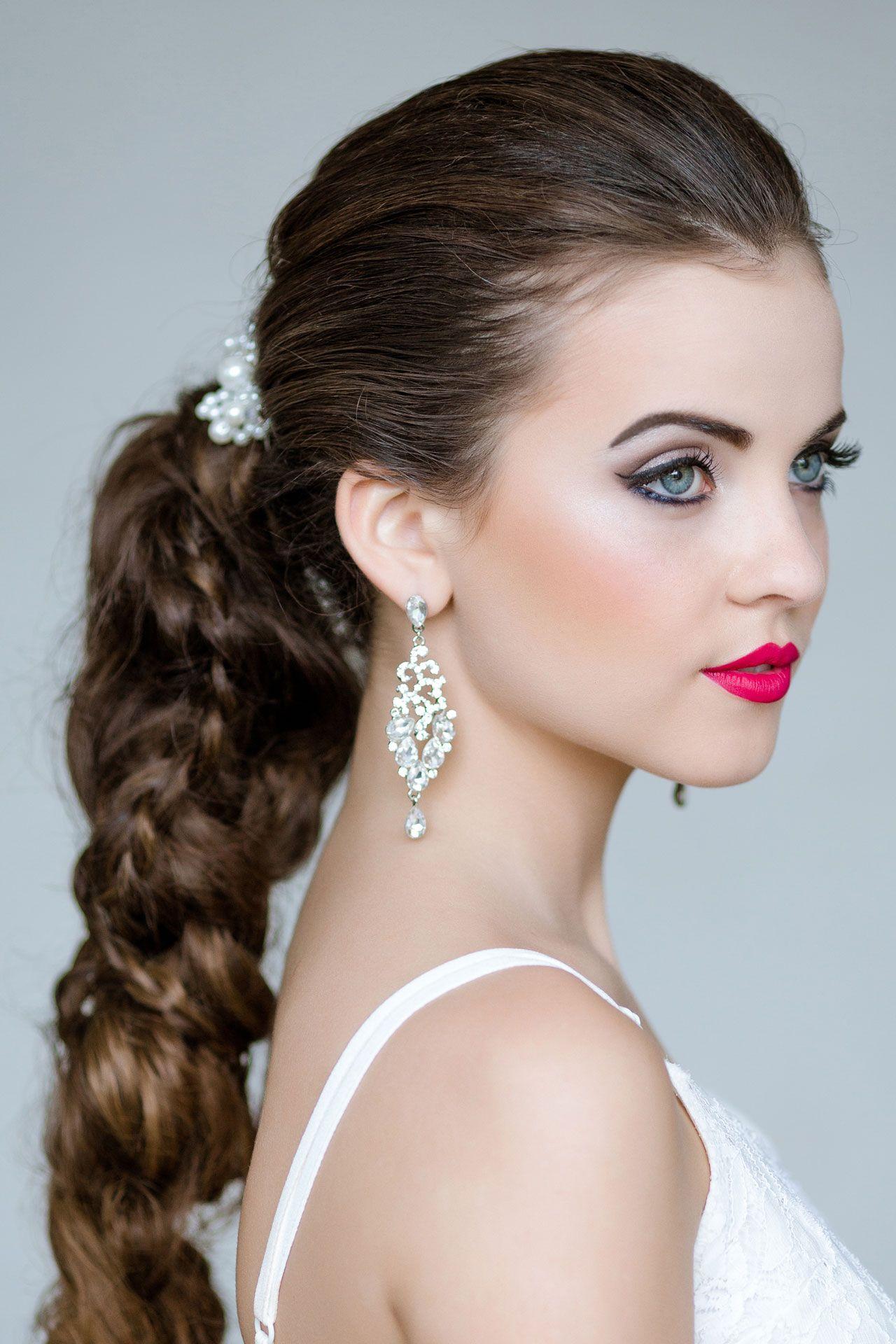 Как сделать прическу: варианты для торчащих ушей - Woman s Day