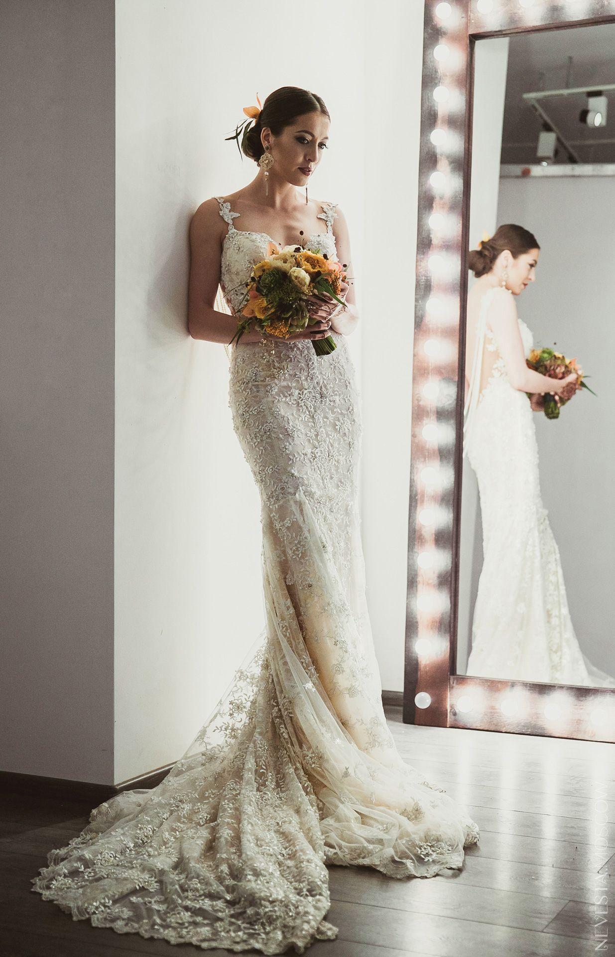 Анастасия Меськова примеряет свадебное платье