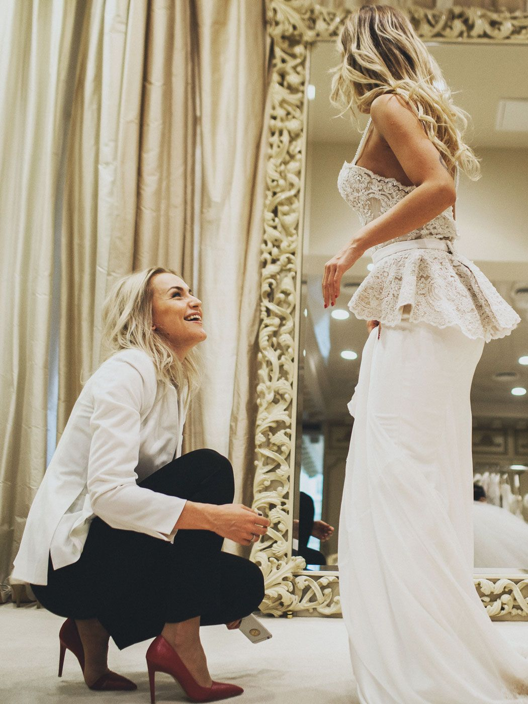Дакота выходит замуж
