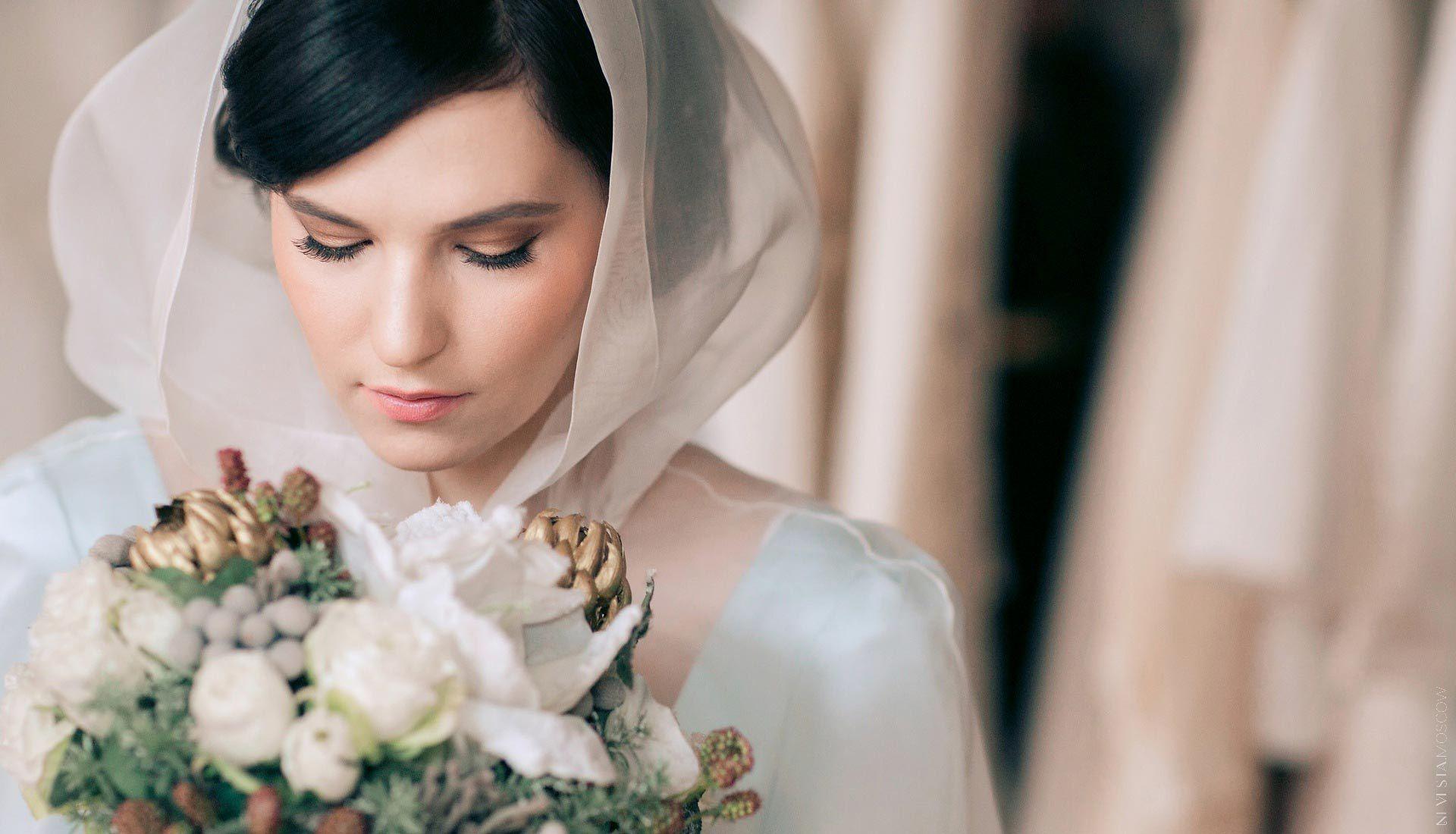 Лесовая примеряет свадебное платье