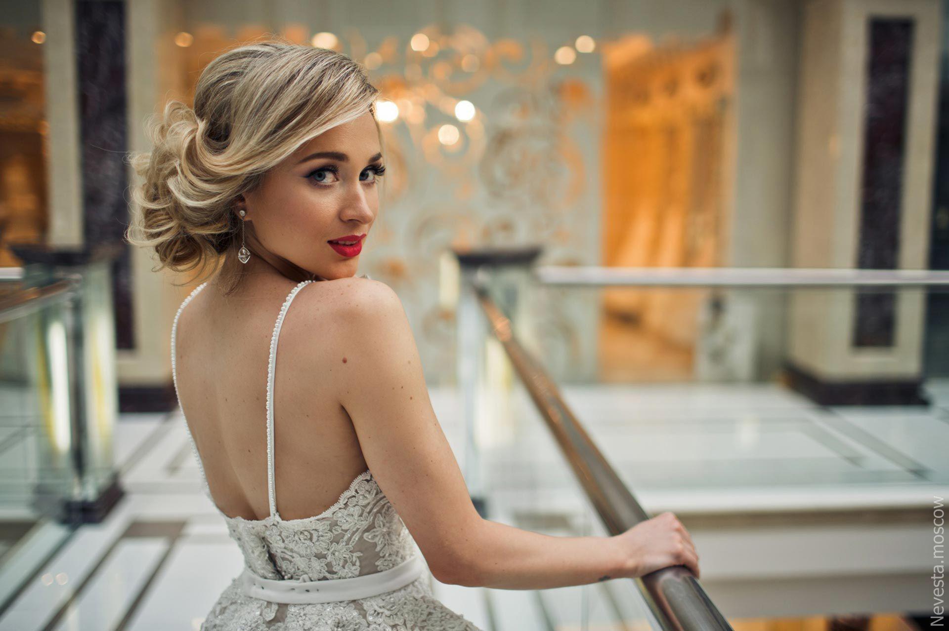 певица ELIA выбирает свадебное платье