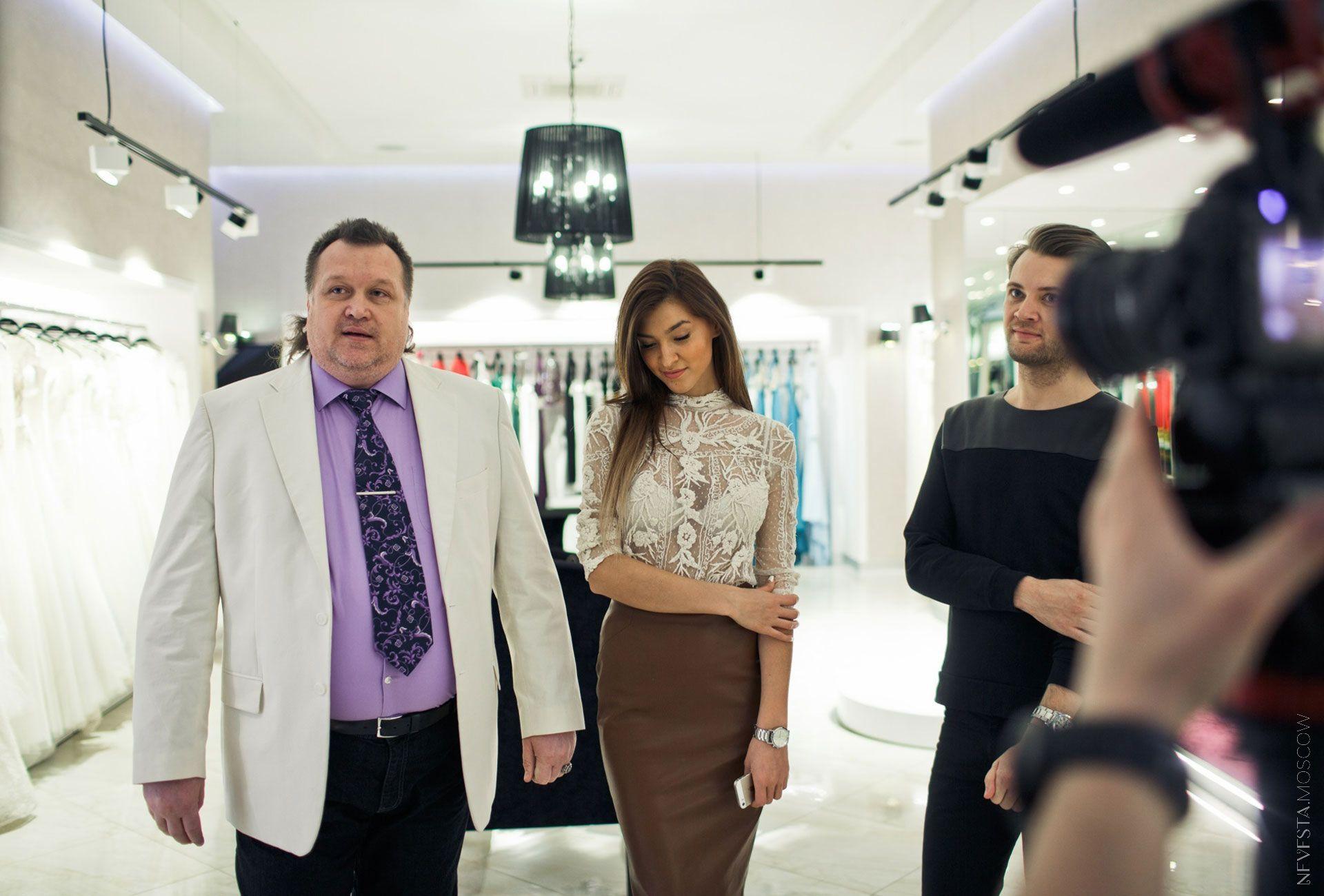 Орнелла Шигапова выбирает кружевное свадебное платье