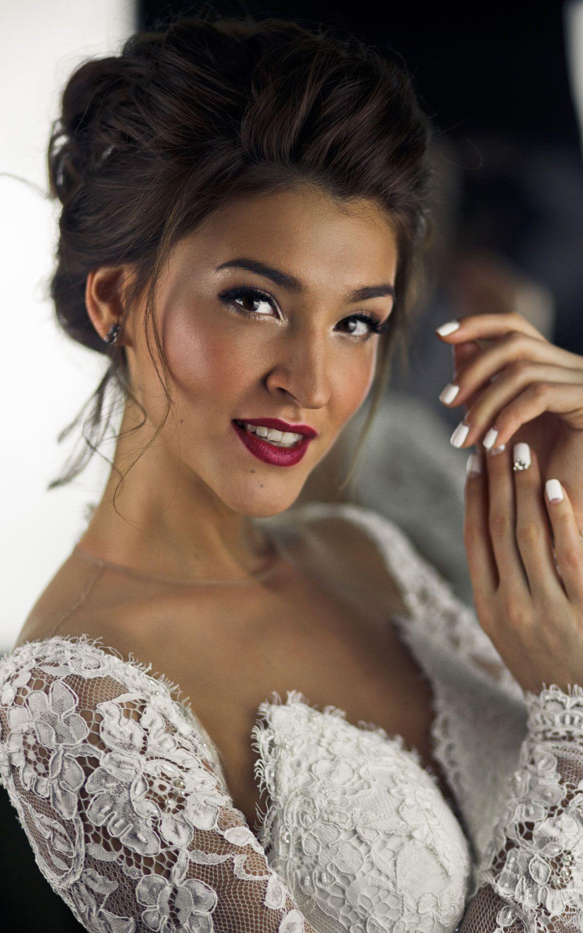 Орнелла Шигапова примеряет свадебное платье