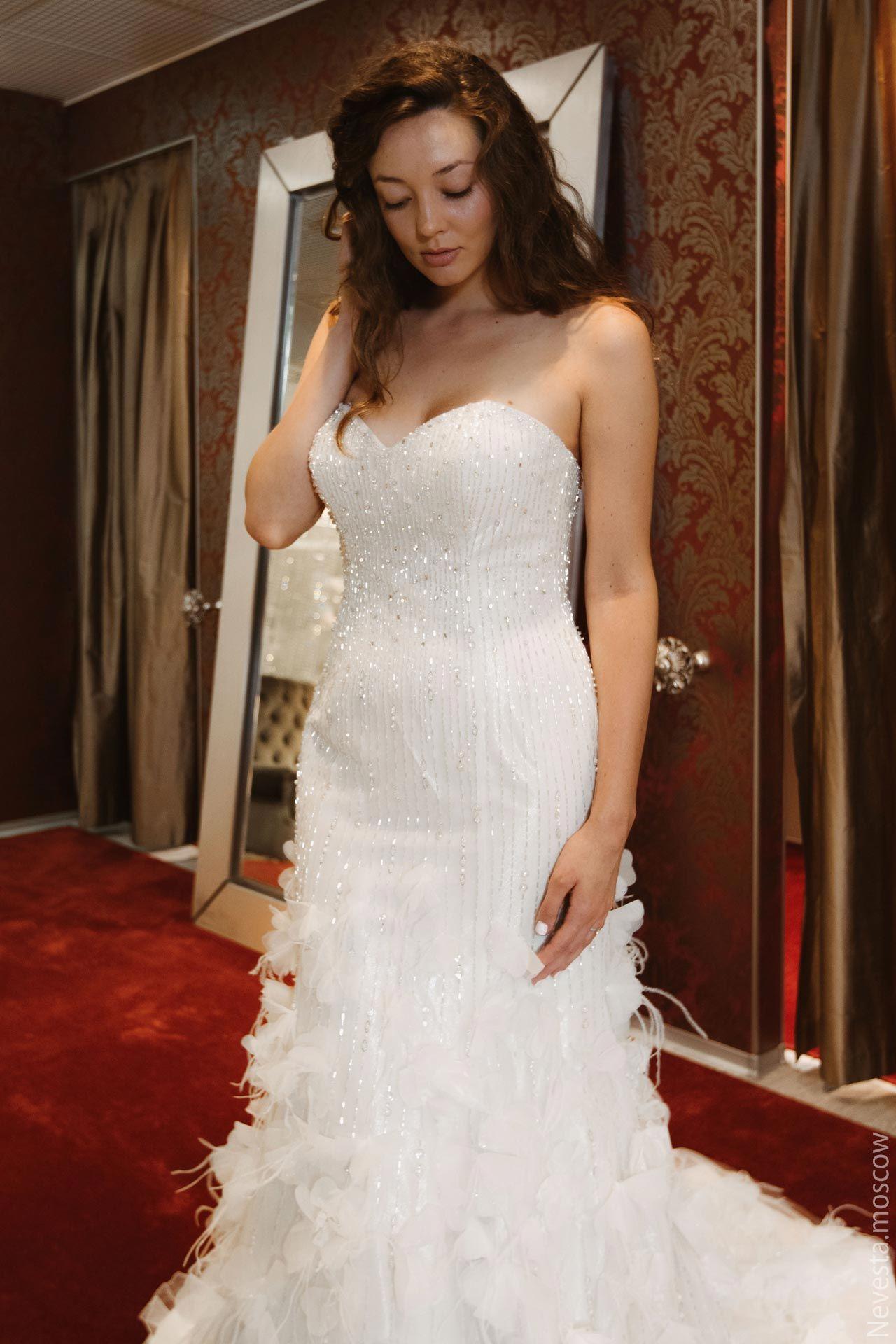 Рената Байкова примеряет свадебное платье фото 2