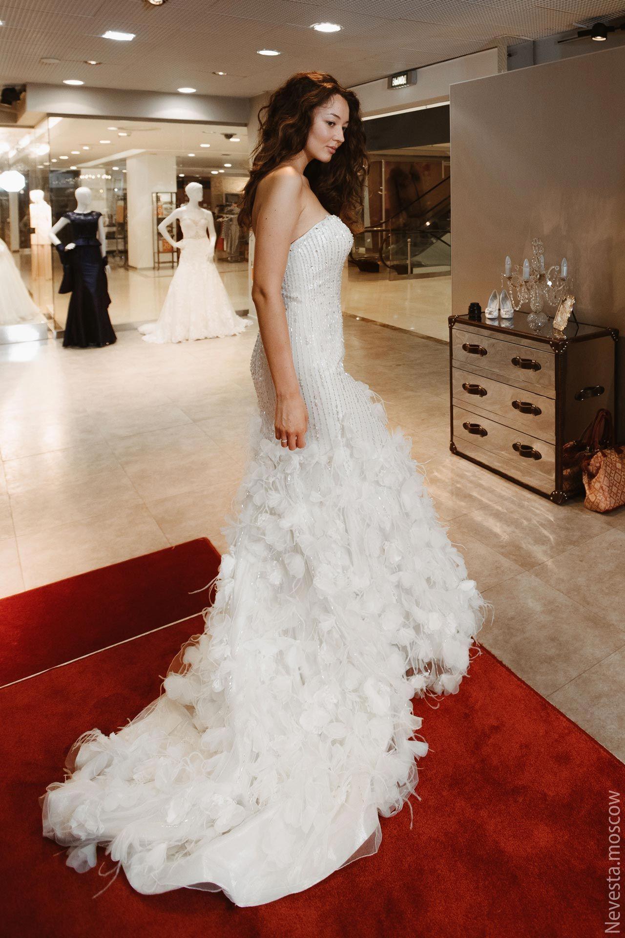 Рената Байкова примеряет свадебное платье фото 3