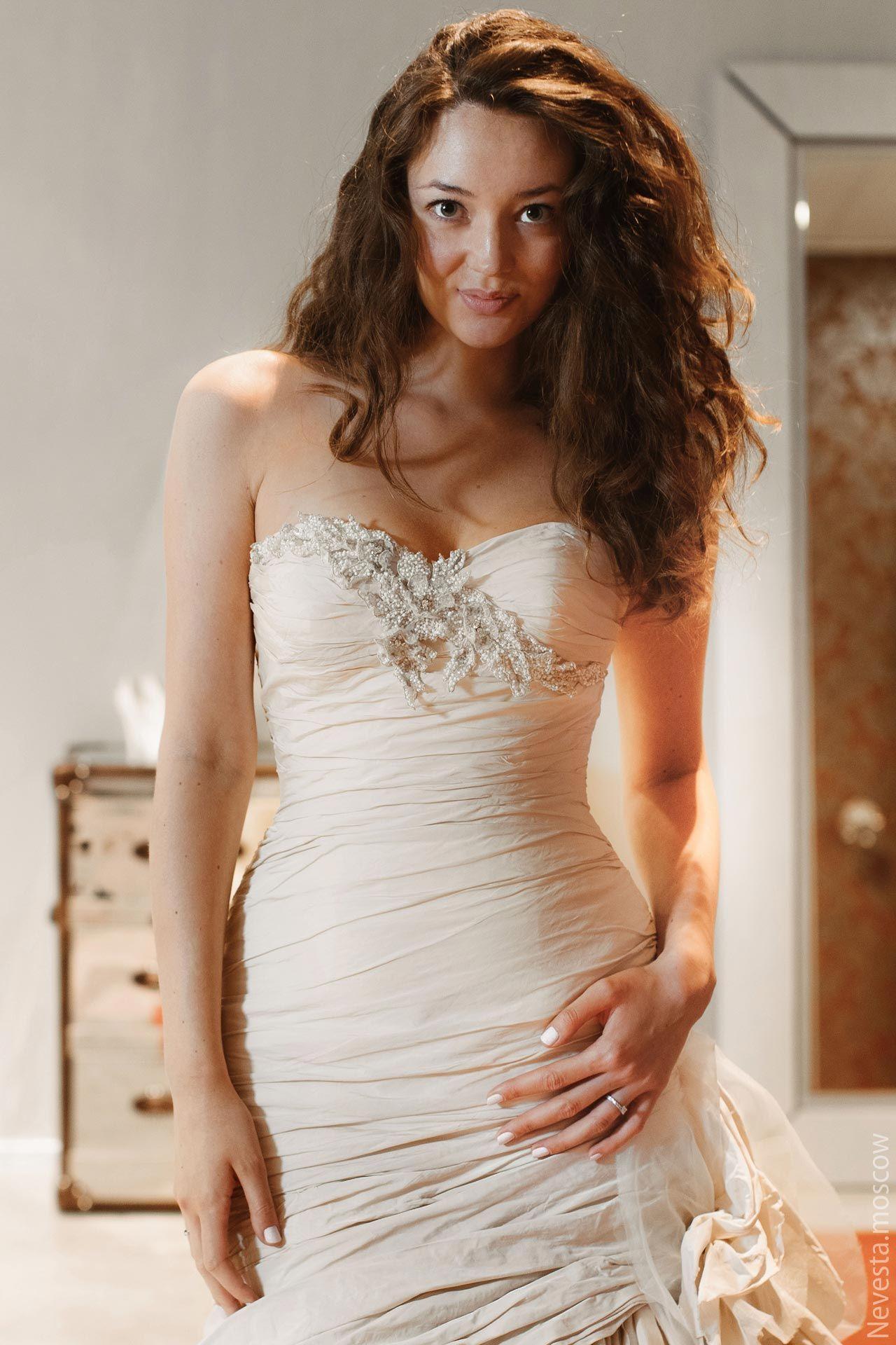 Рената Байкова примеряет свадебное платье фото 5