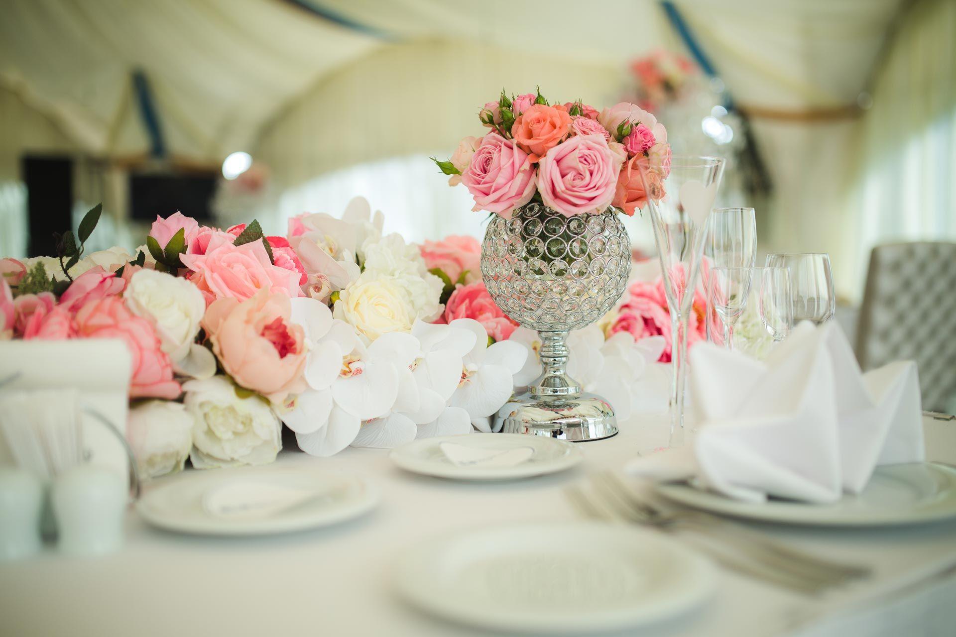 Угощение профессионалов на свадьбе — обязанность молодоженов?
