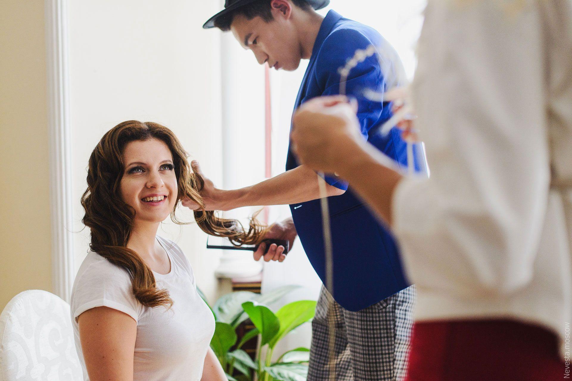 Анастасия Денисова примеряет свадебное платье фото 12