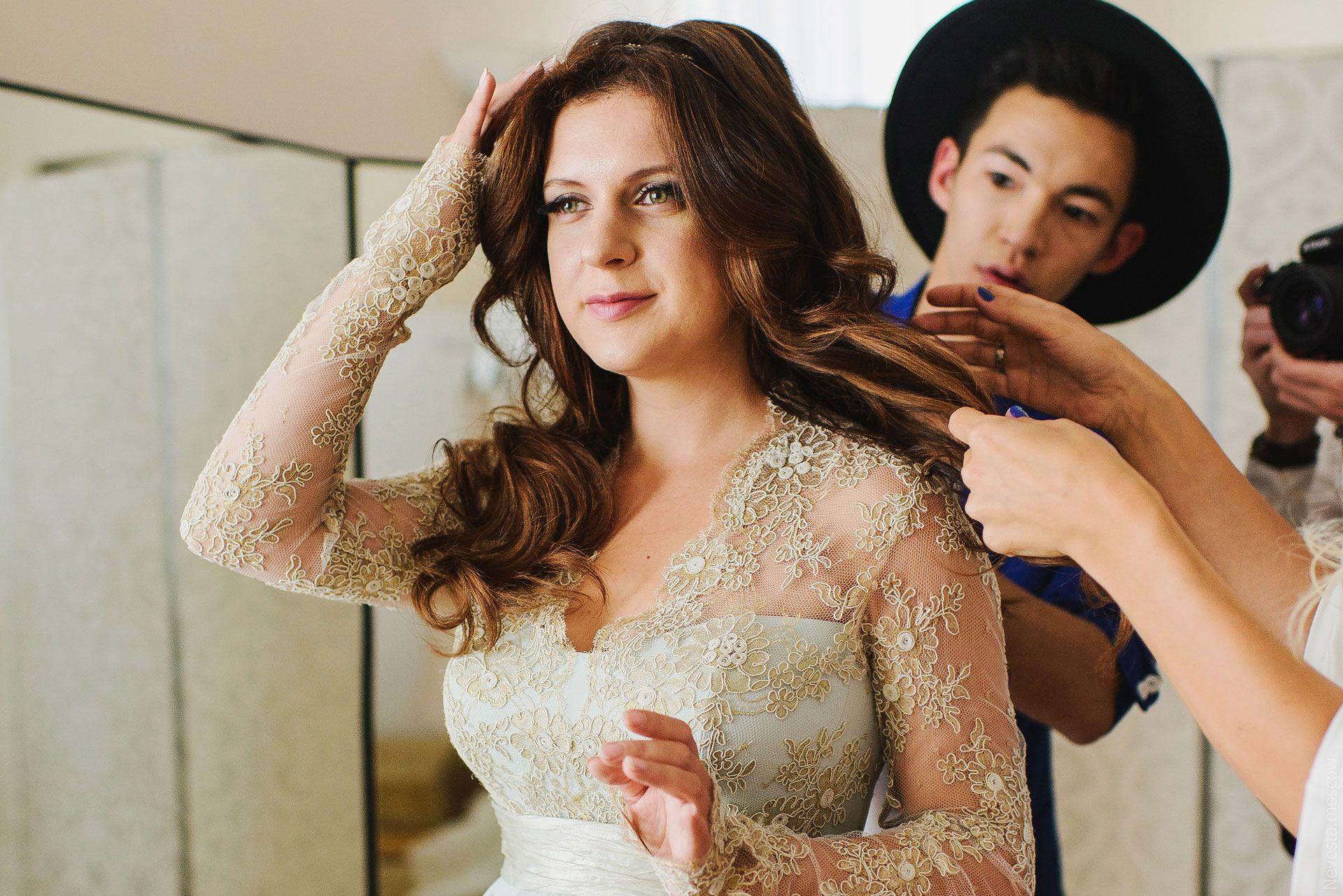 Анастасия Денисова примеряет свадебное платье фото 5