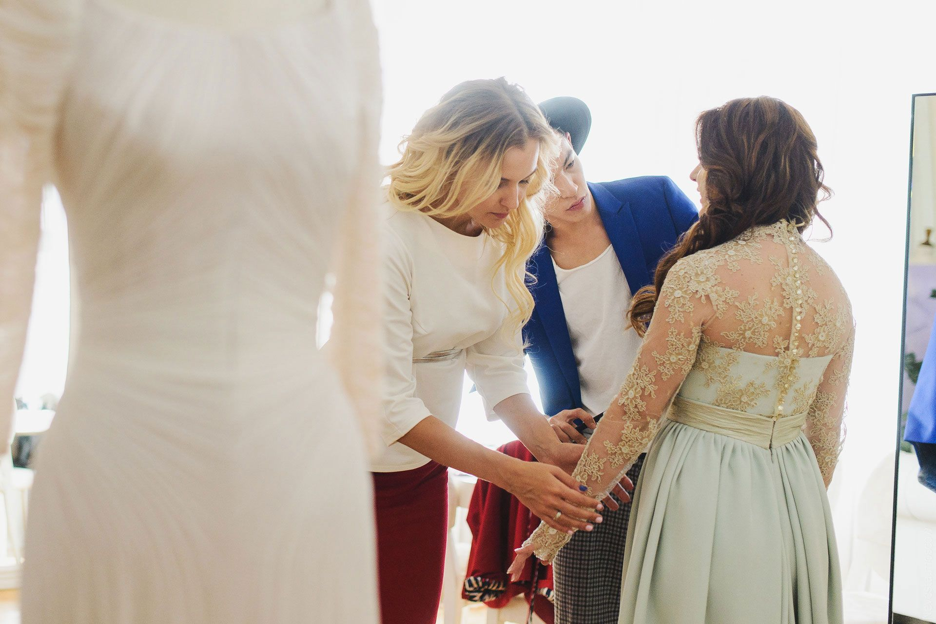 Анастасия Денисова примеряет свадебное платье фото 14