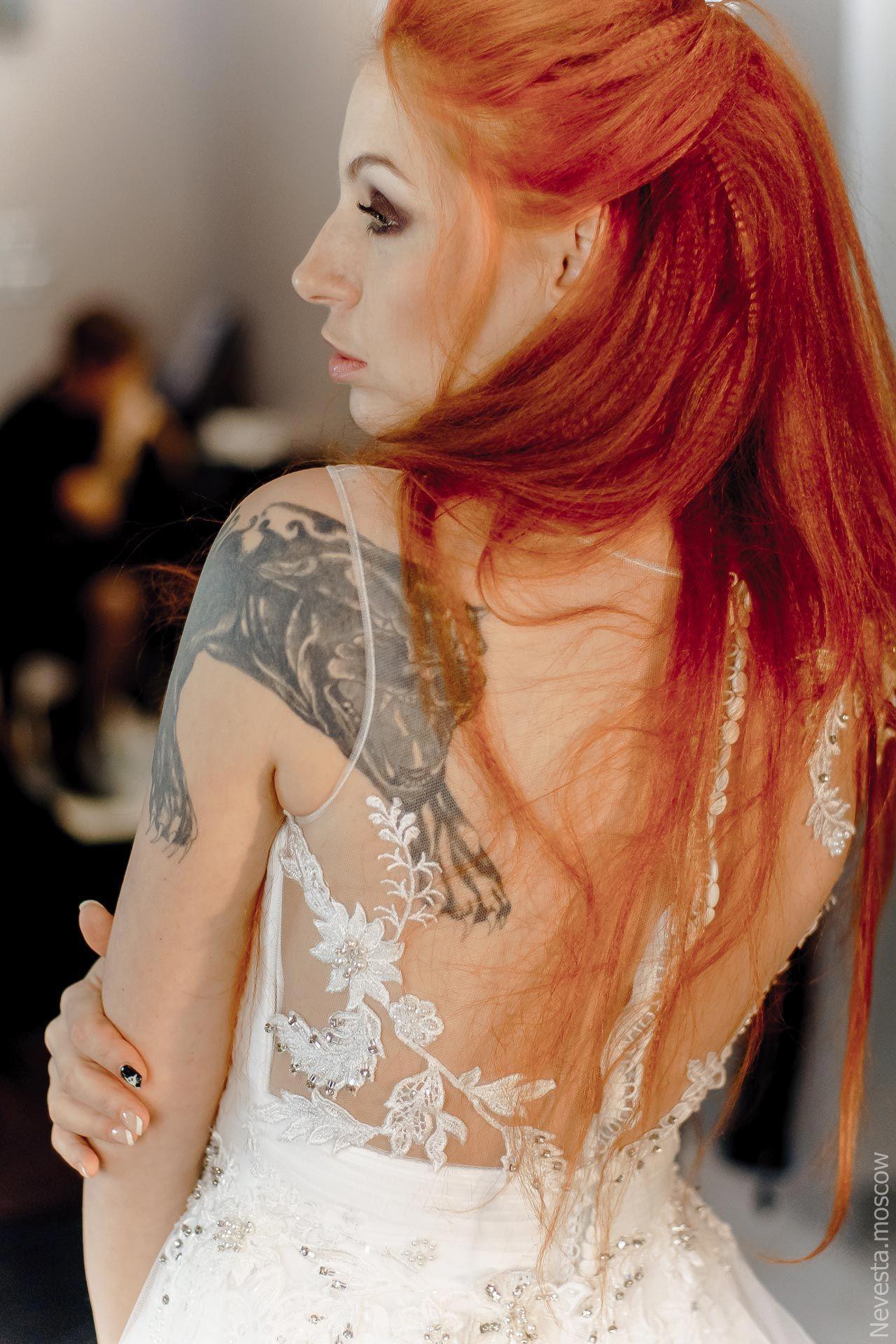 Солистка группы «Чи-Ли» Ирина Забияка примеряет платье, фото 10