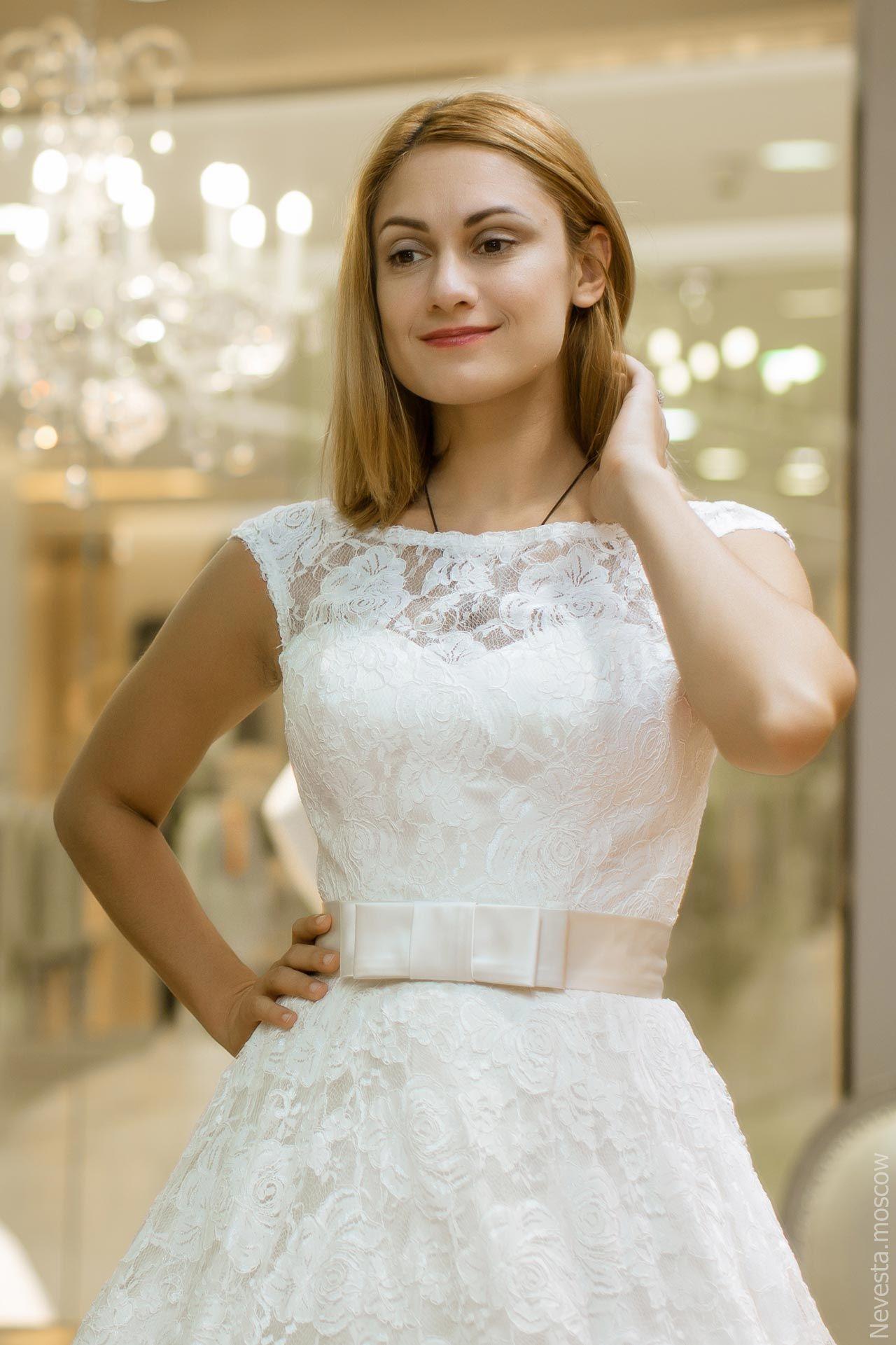 Карина Мишулина примеряет свадебное платье, фото 2