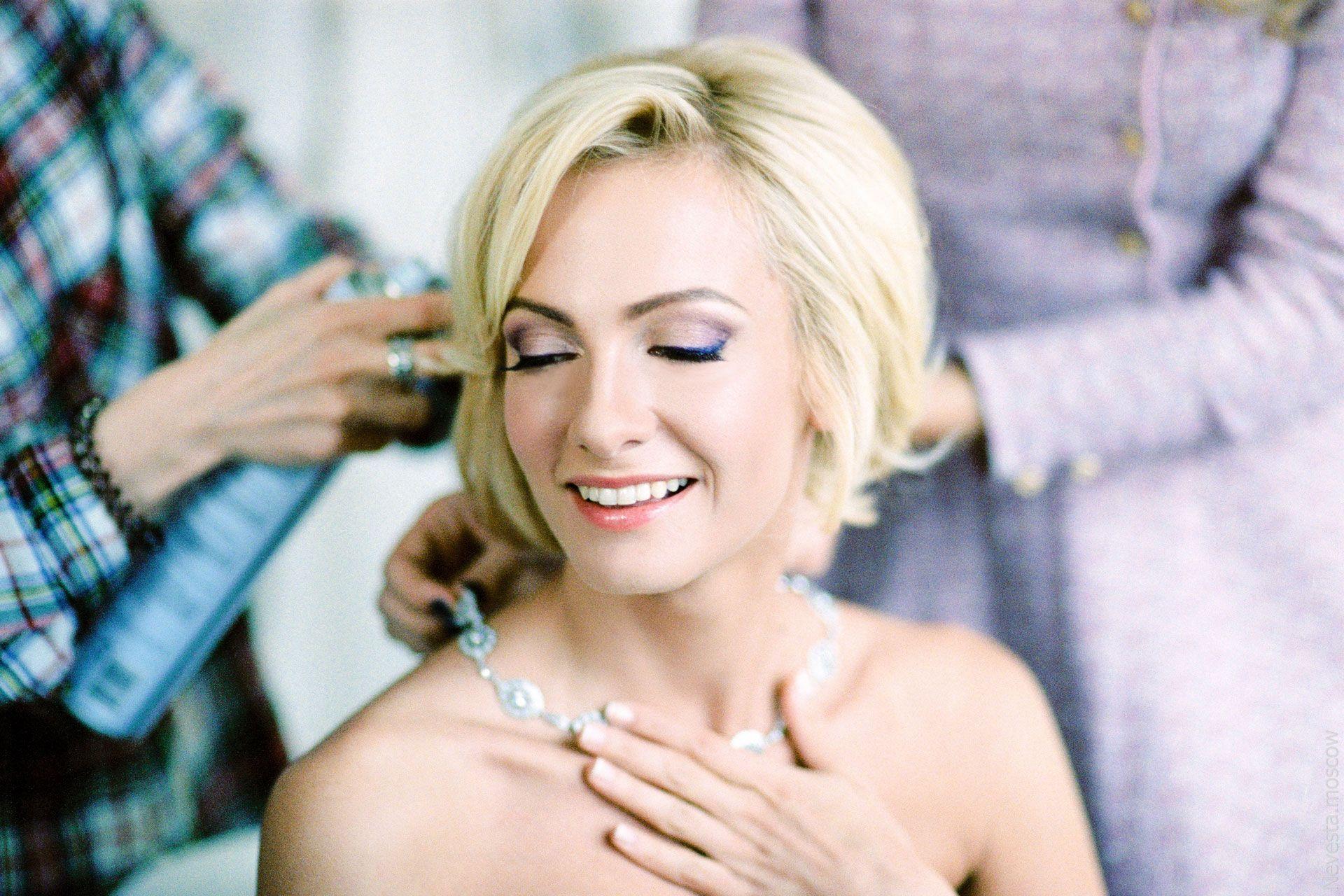 Главная героиня сериала «Деффчонки» в образе невесты от-кутюр