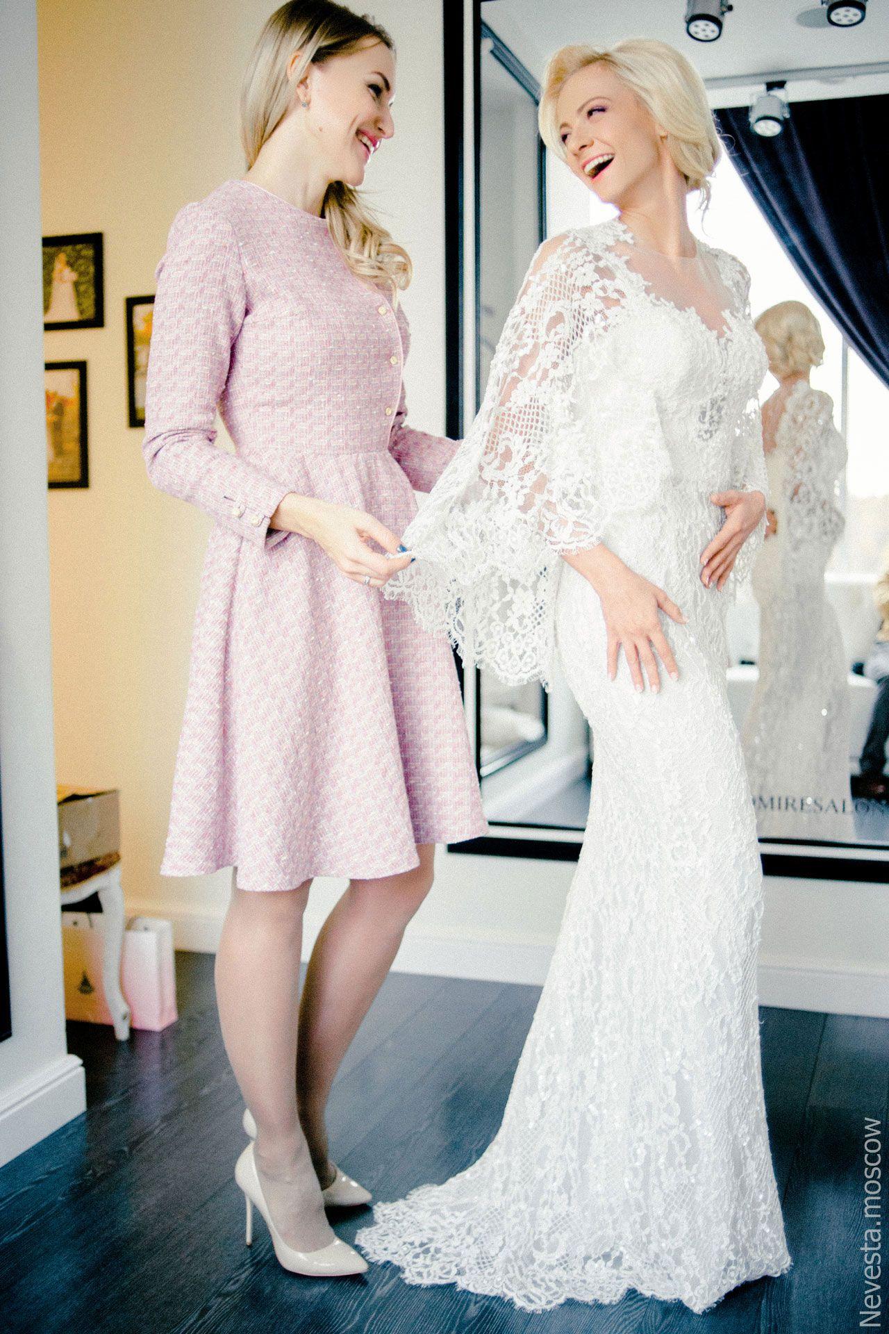 актриса Полина Максимова примеряет свадебное платье