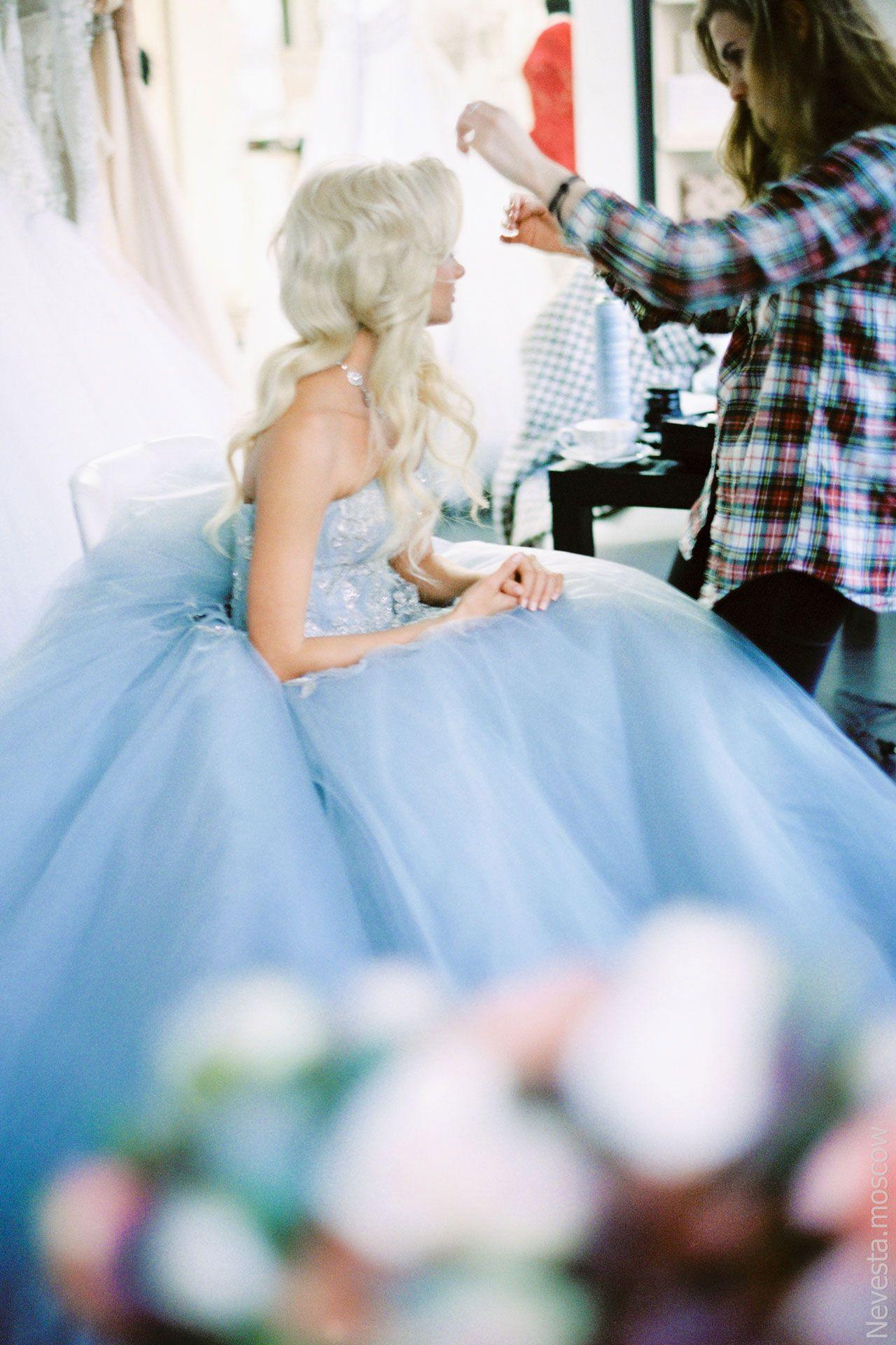 Главная героиня сериала «Деффчонки» в образе невесты от-кутюр фото 2
