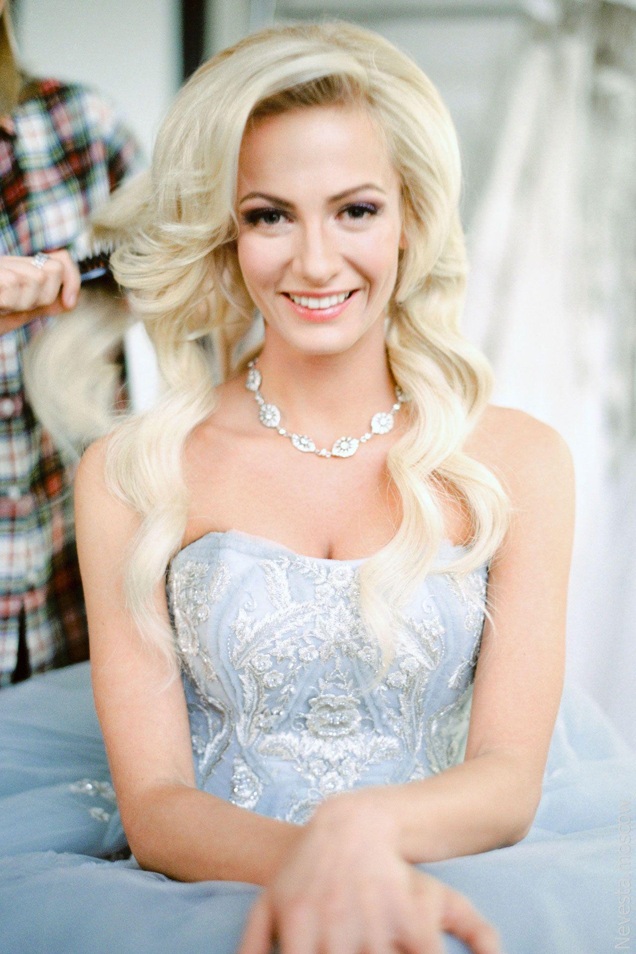Главная героиня сериала «Деффчонки» в образе невесты от-кутюр фото 3