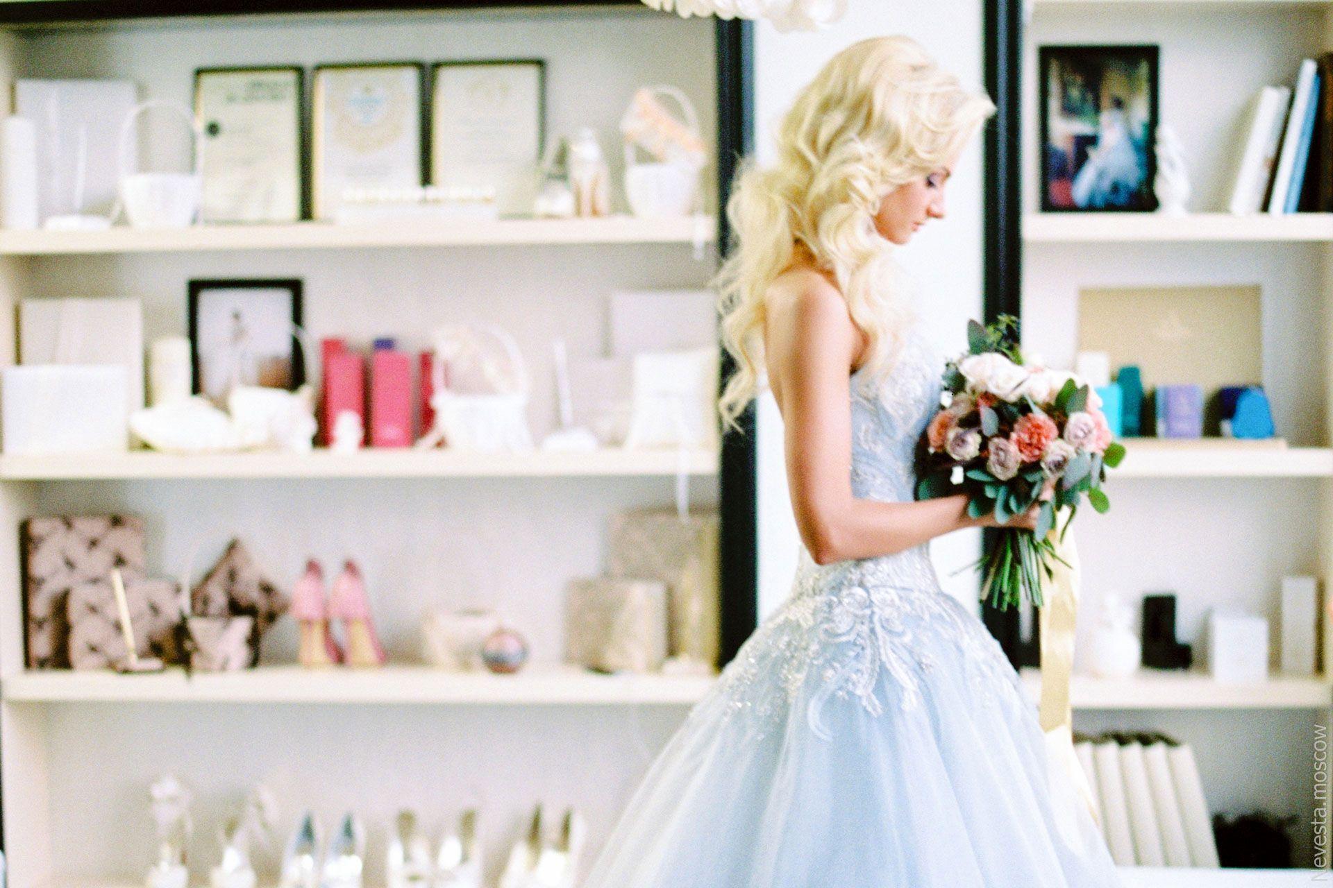актриса Полина Максимова в свадебном платье невеста