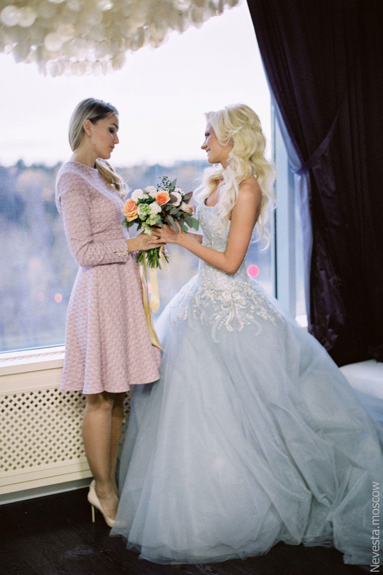 актриса Полина Максимова примеряет свадебное платье фото 6