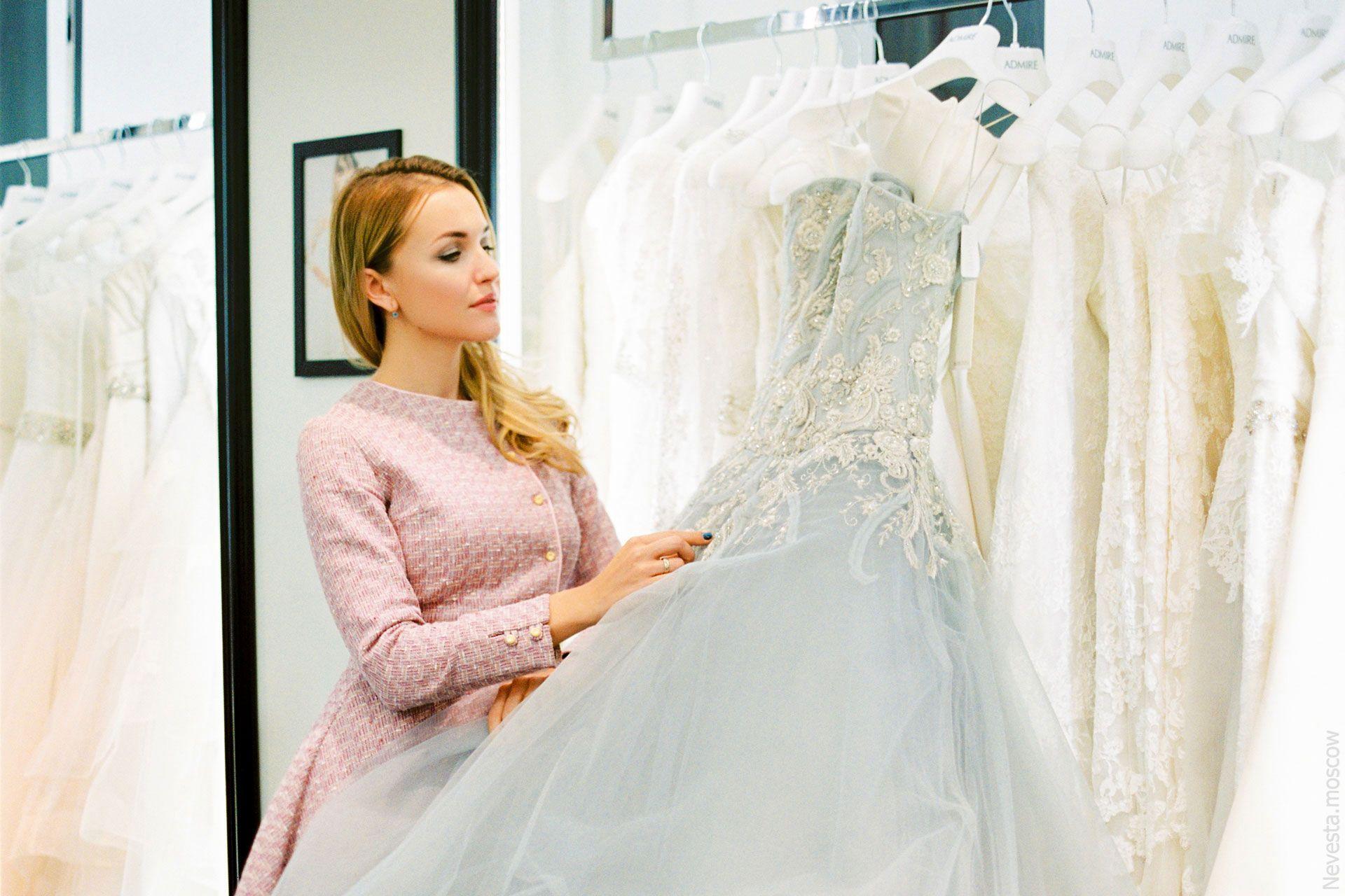 Главная героиня сериала «Деффчонки» в образе невесты от-кутюр фото 1