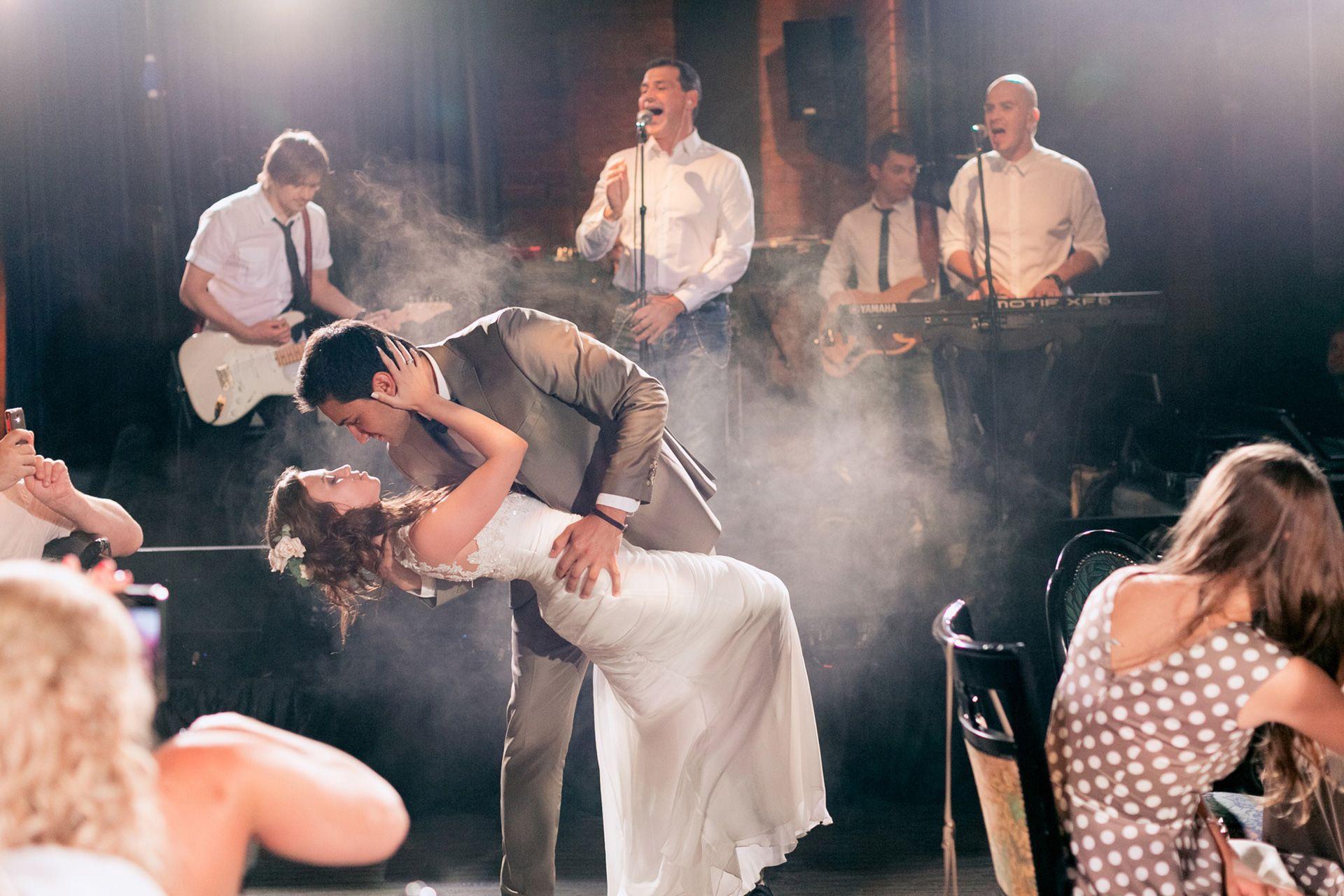 Организатор Варвара Перегудова: световое оборудование на свадьбе фото 12