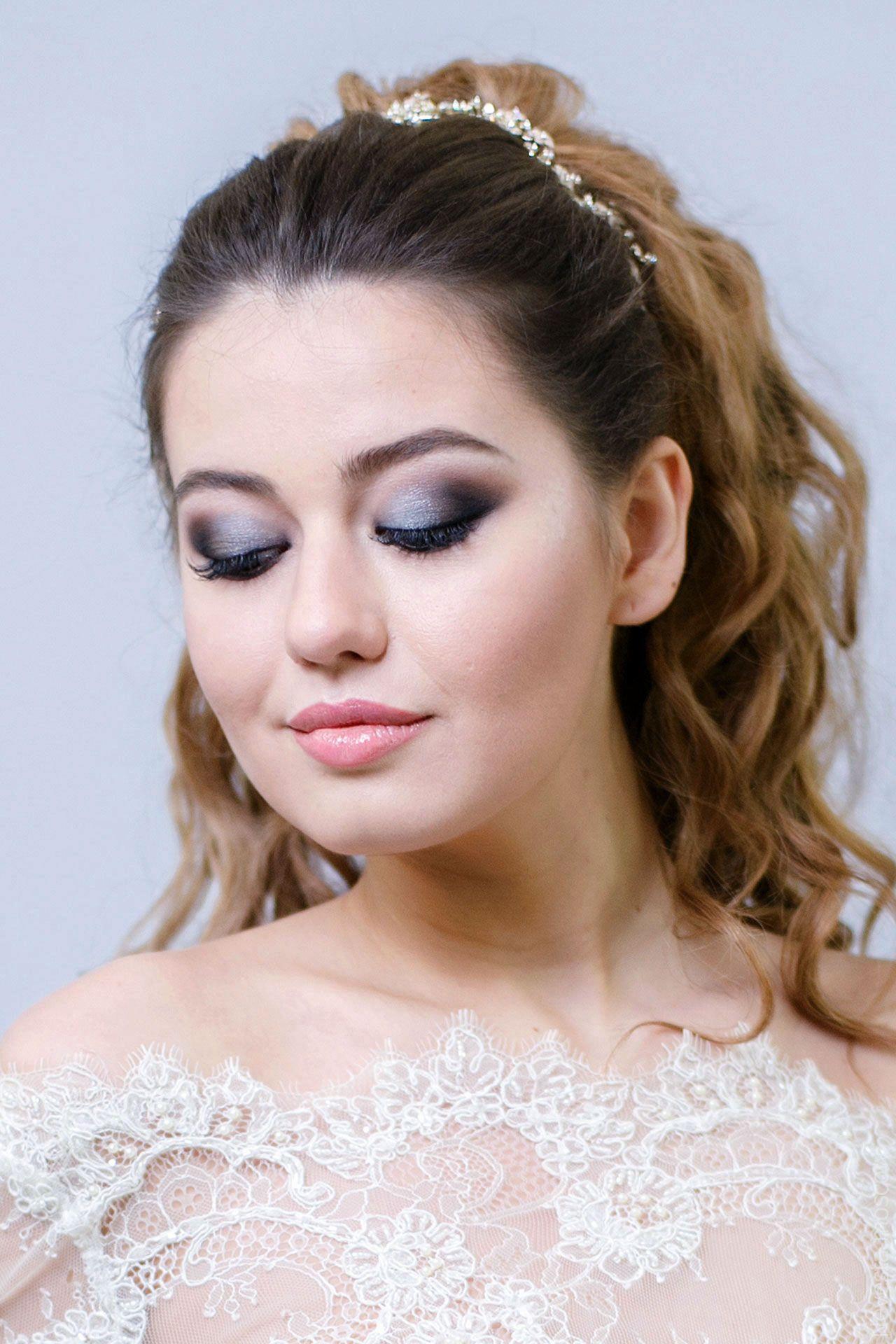 Коричневые глубокие оттенки сдобавлением бежевого, макияж глаза