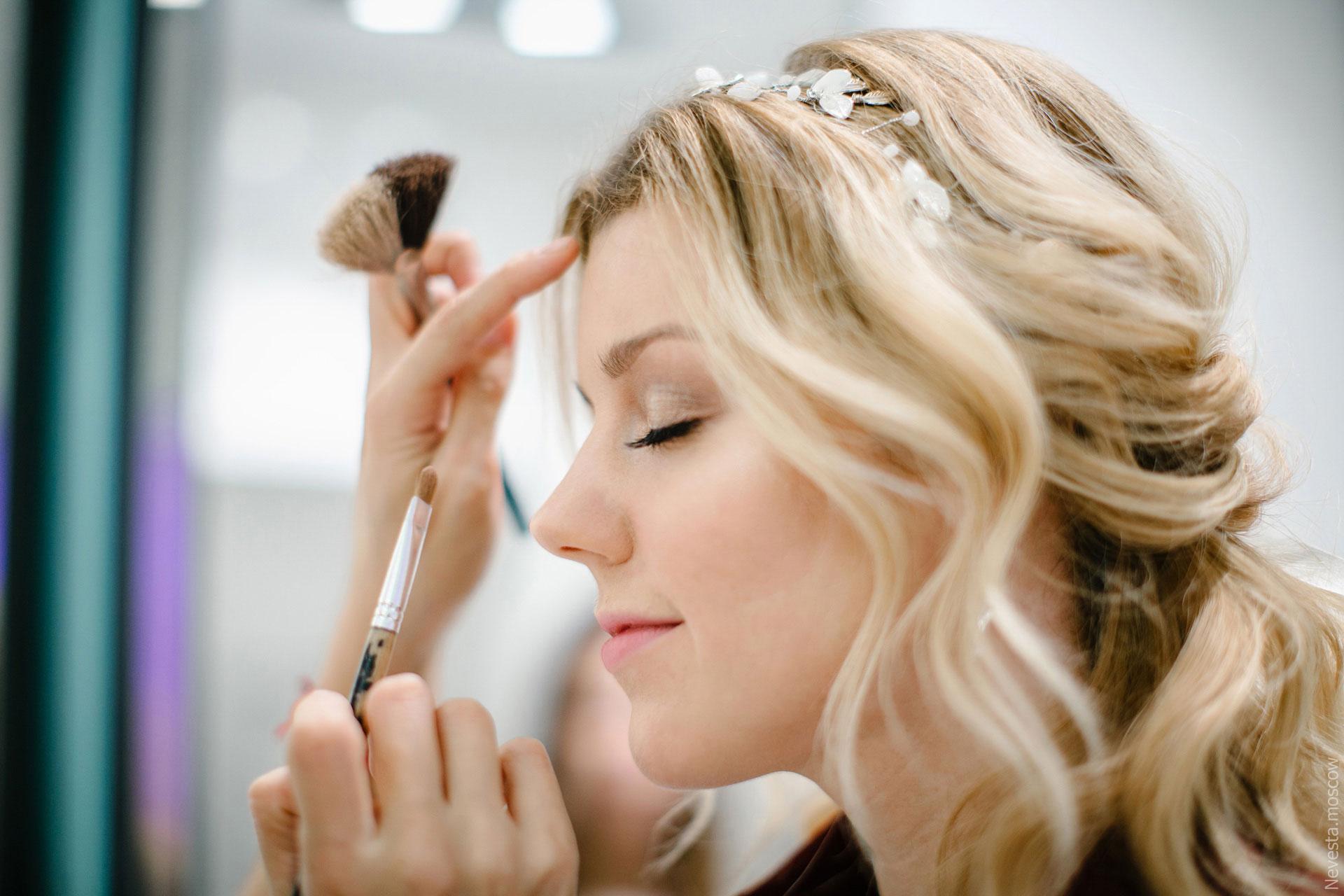 Юлианна Караулова примеряет образ для весенней свадьбы фото 18