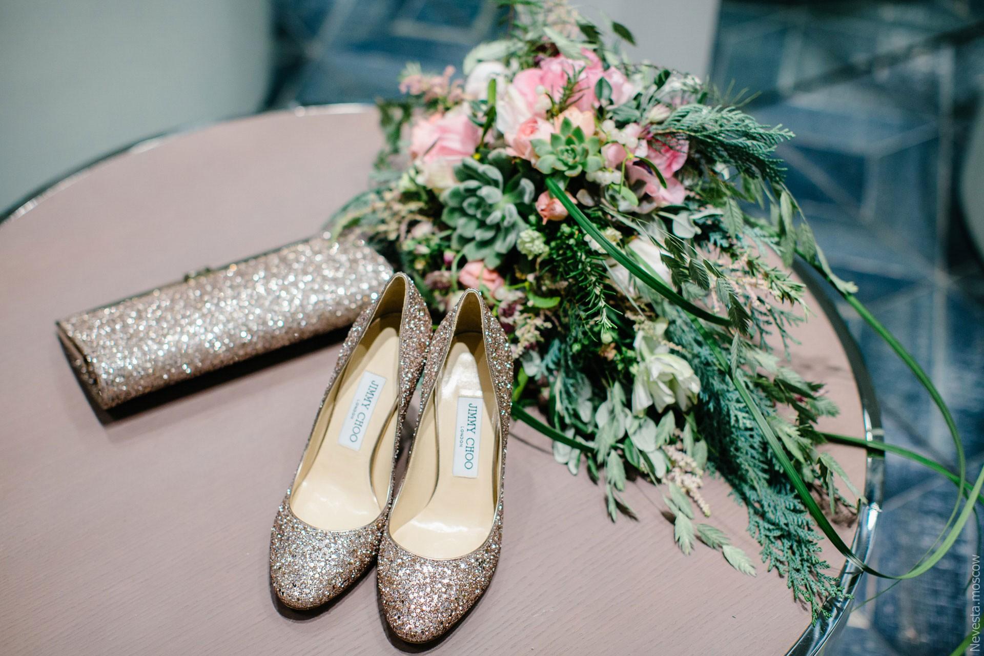Юлианна Караулова примеряет образ для весенней свадьбы фото 24