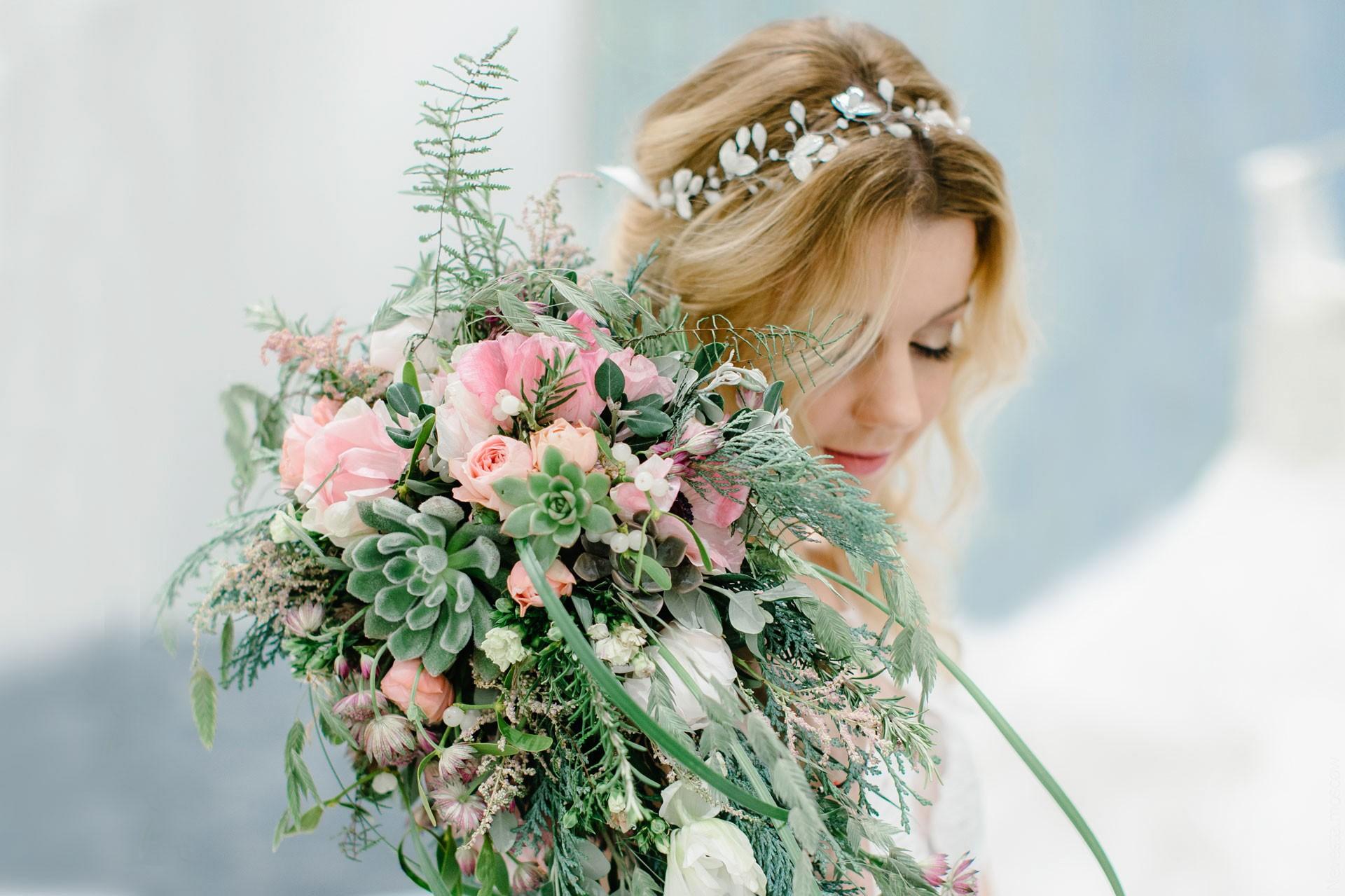 Юлианна Караулова примеряет образ для весенней свадьбы фото 11
