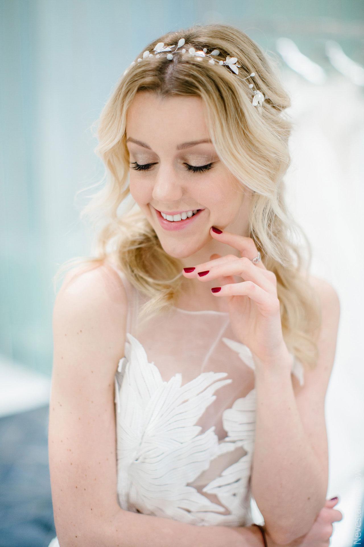 Юлианна Караулова примеряет образ для весенней свадьбы фото 20