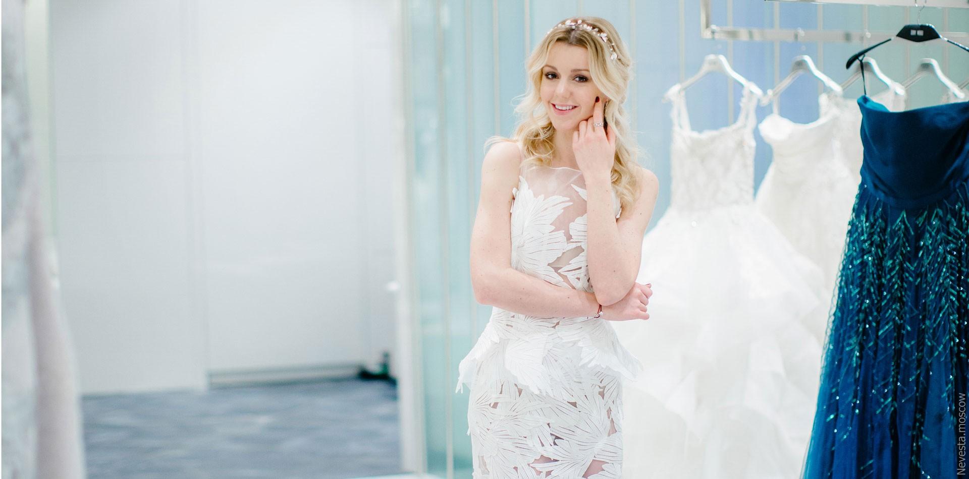 Юлианна Караулова примеряет образ для весенней свадьбы фото 9
