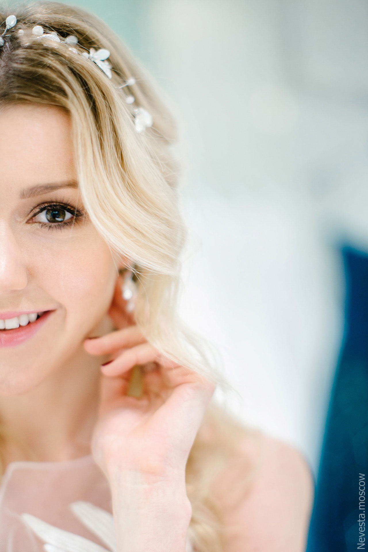 Юлианна Караулова примеряет образ для весенней свадьбы фото 17