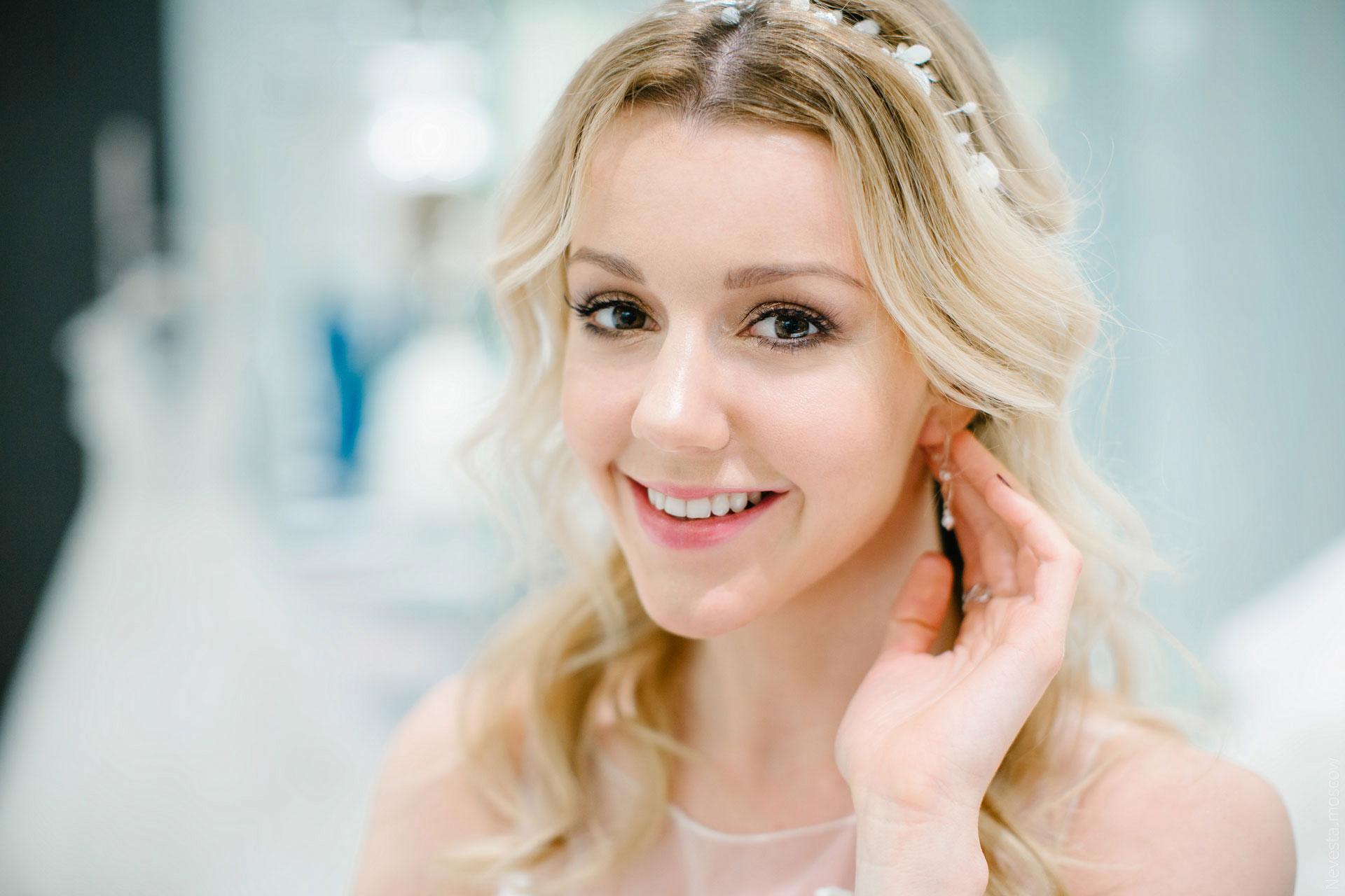 Юлианна Караулова примеряет образ для весенней свадьбы фото 13