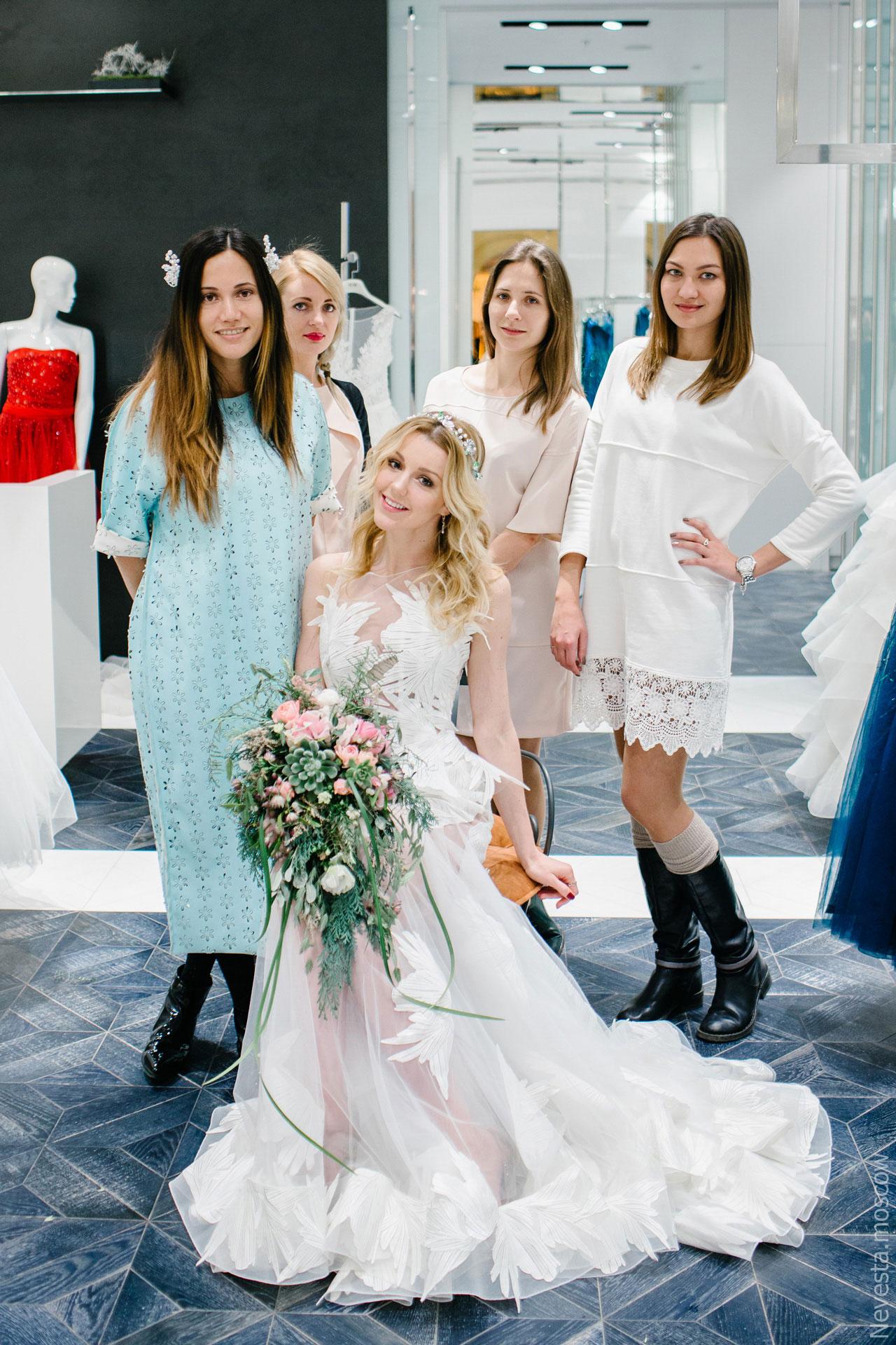 Юлианна Караулова примеряет образ для весенней свадьбы фото 23