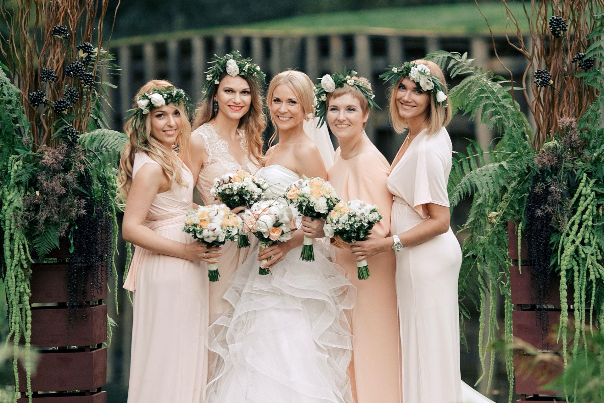 частное фото подруг невесты