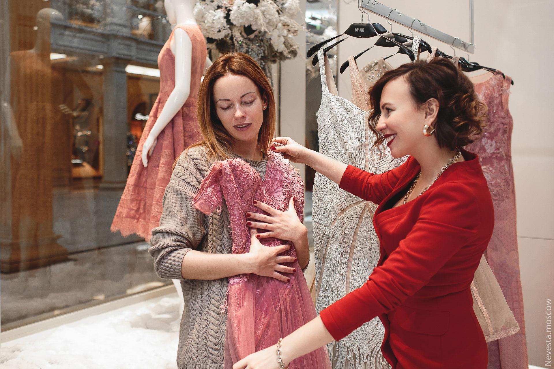 Актриса Ольга Зайцева примеряет образ для свадьбы в Альпах фото 9