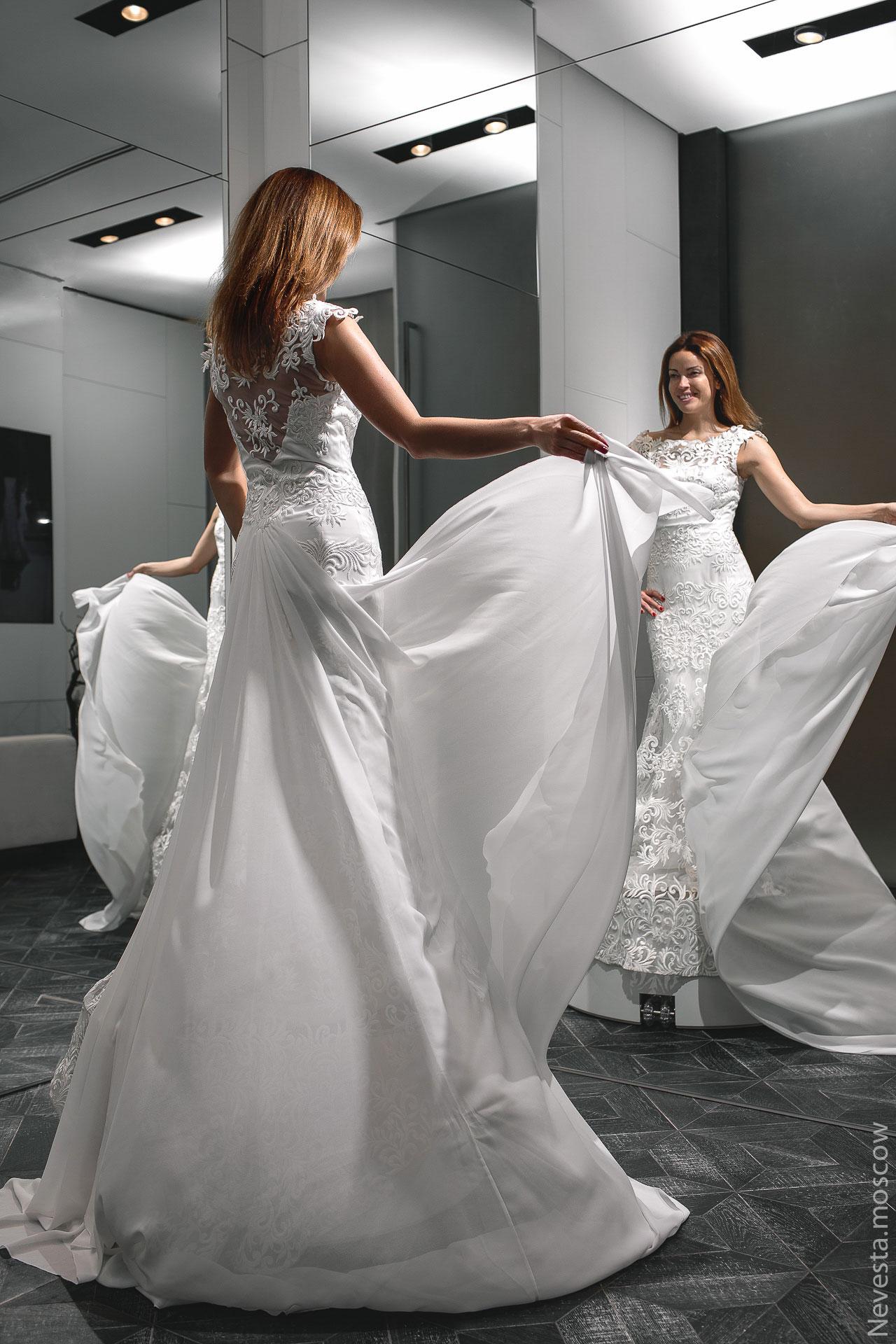 Актриса Ольга Зайцева примеряет свадебное платье фото 4