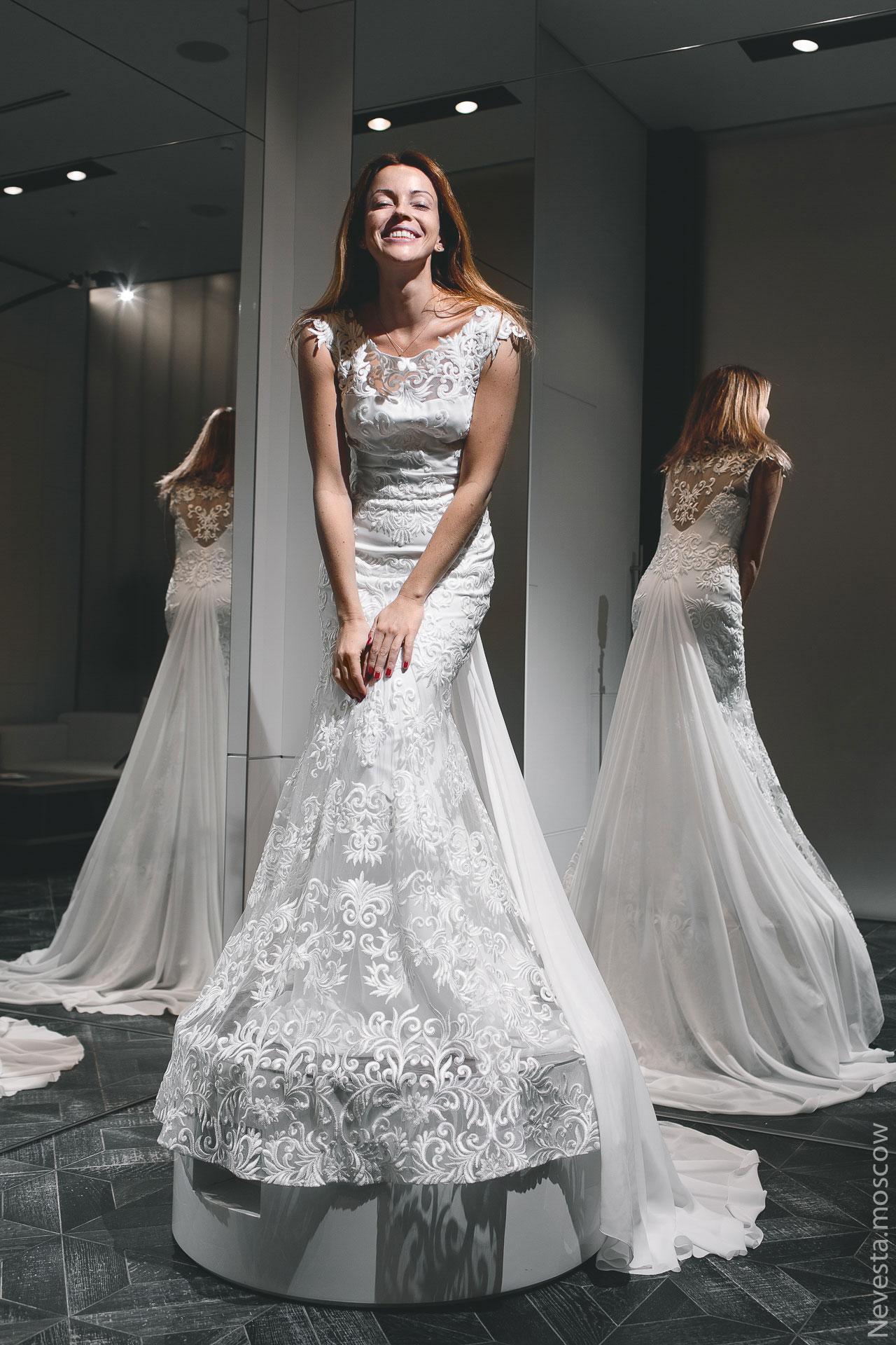 Актриса Ольга Зайцева примеряет свадебное платье фото 5