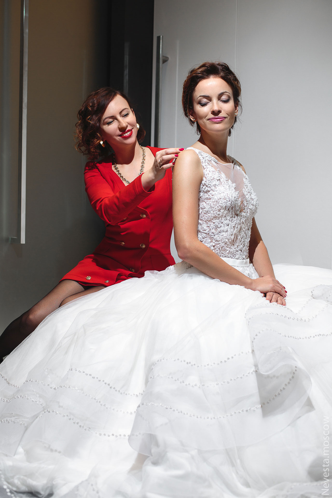 Актриса Ольга Зайцева примеряет образ для свадьбы в Альпах фото 12