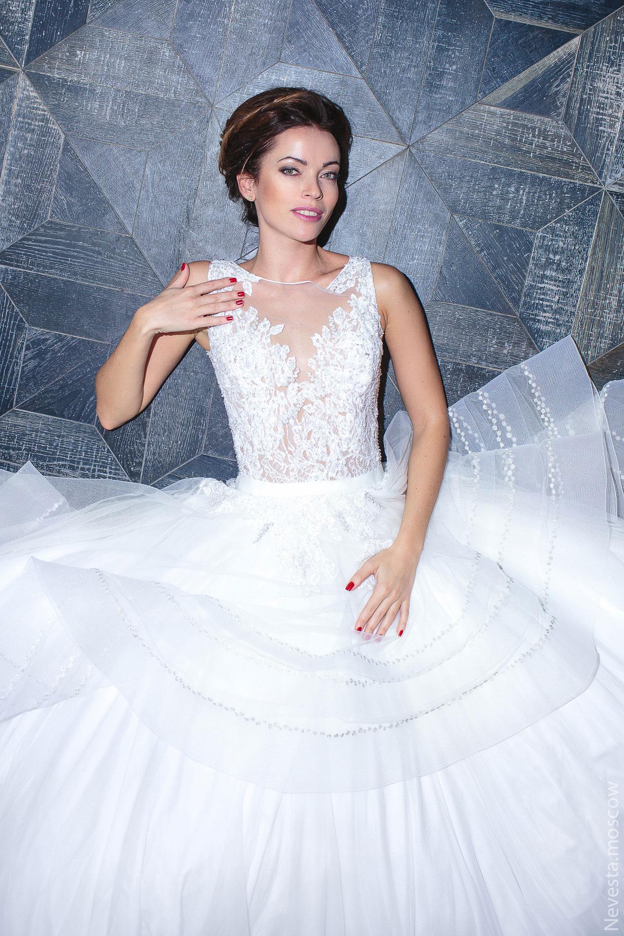 Актриса Ольга Зайцева примеряет образ для свадьбы в Альпах фото 5