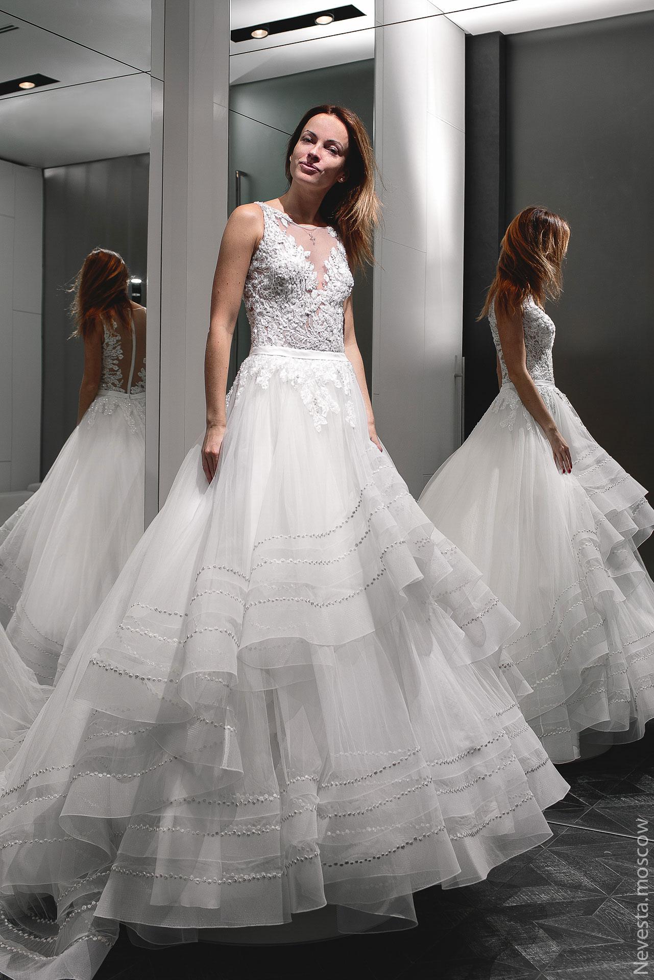 Актриса Ольга Зайцева примеряет свадебное платье фото 1