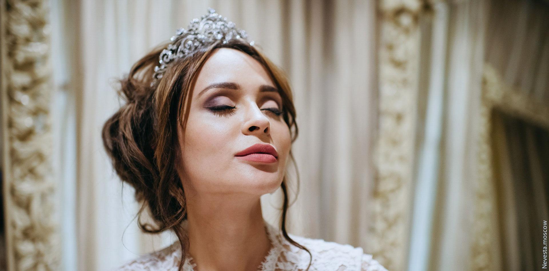 Анна Калашникова выбирает образ для своей свадьбы