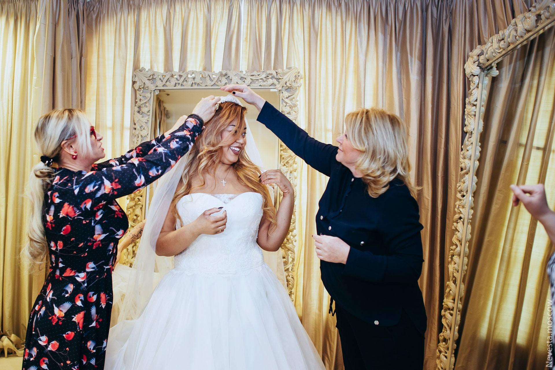 Корнелия Манго невеста свадьба выбор платья фото 22