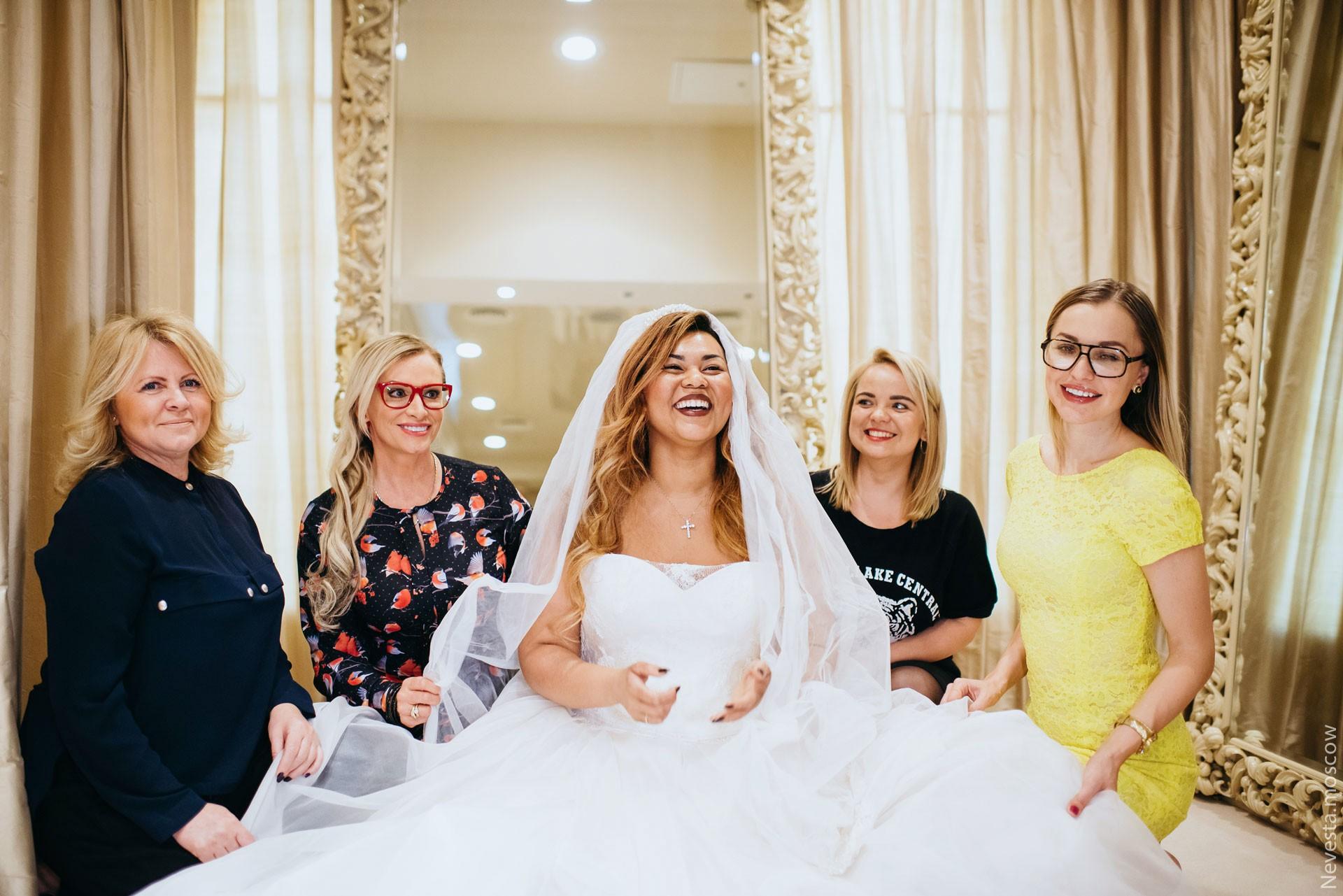 Корнелия Манго невеста свадьба выбор платья фото 23