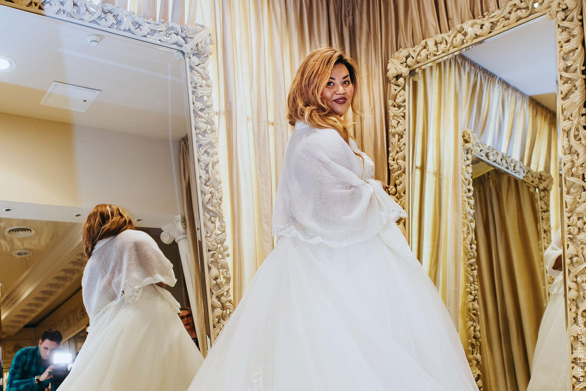 Корнелия Манго невеста свадьба выбор платья фото 12