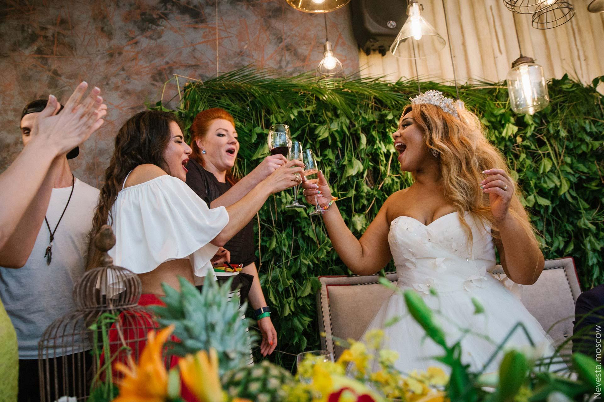 воскресенье корнелия манго фото свадьбы чеченские кампании изобилуют