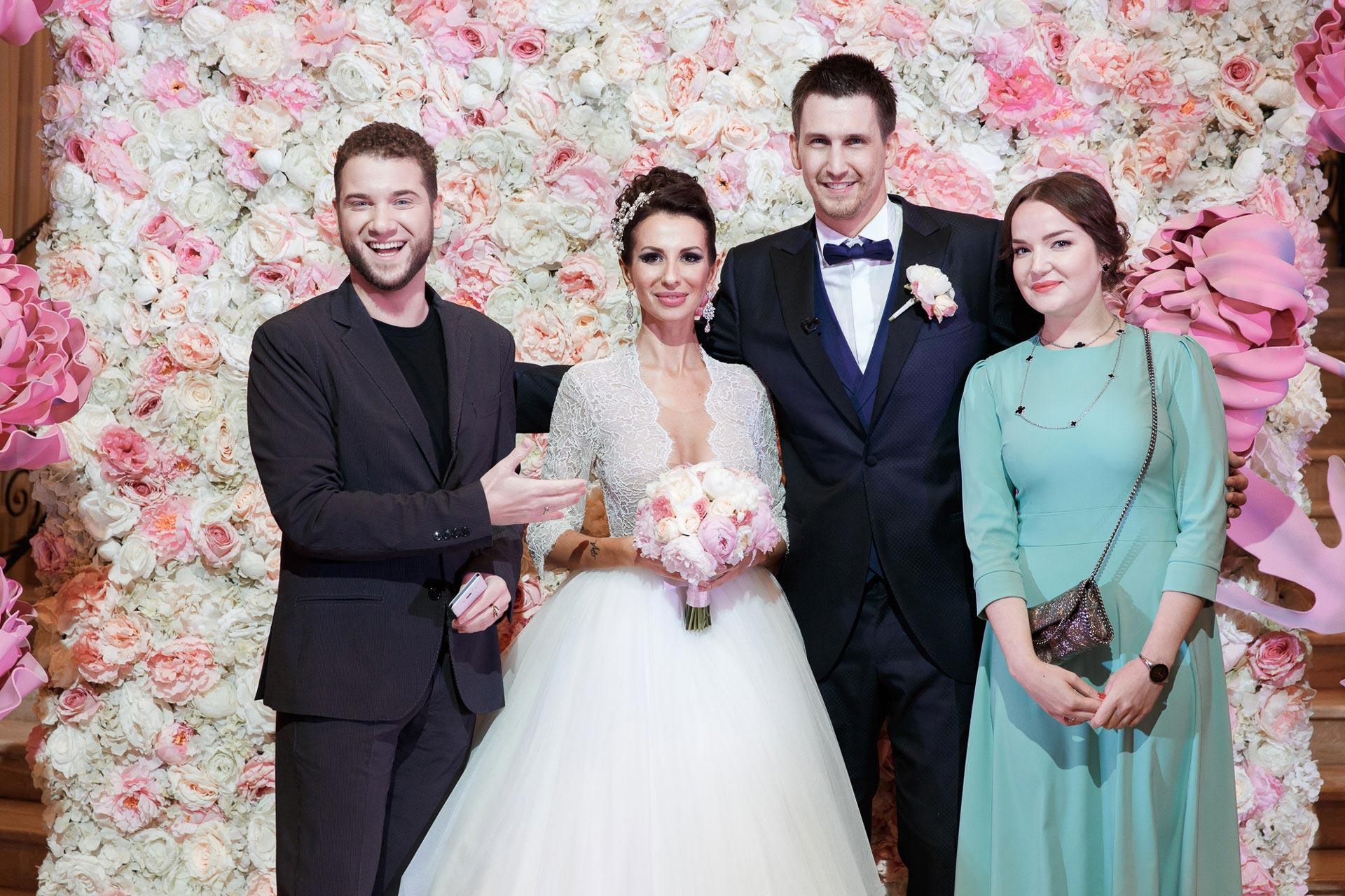 Пионовая свадьба. Свадьба Анны Грачевской и Артема Кузякина фото 37