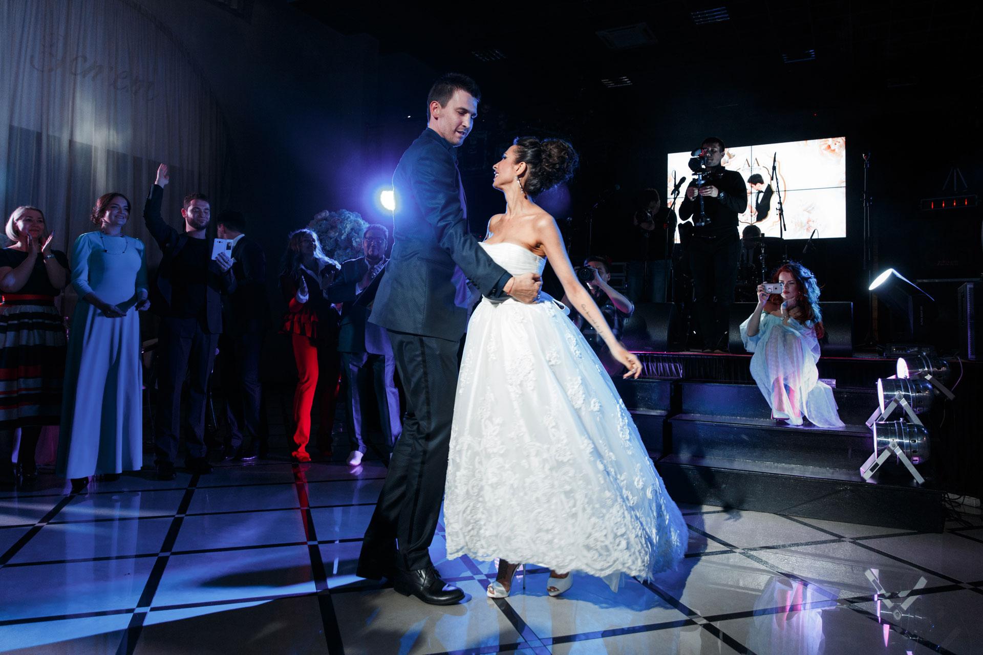 Пионовая свадьба. Свадьба Анны Грачевской и Артема Кузякина фото 11