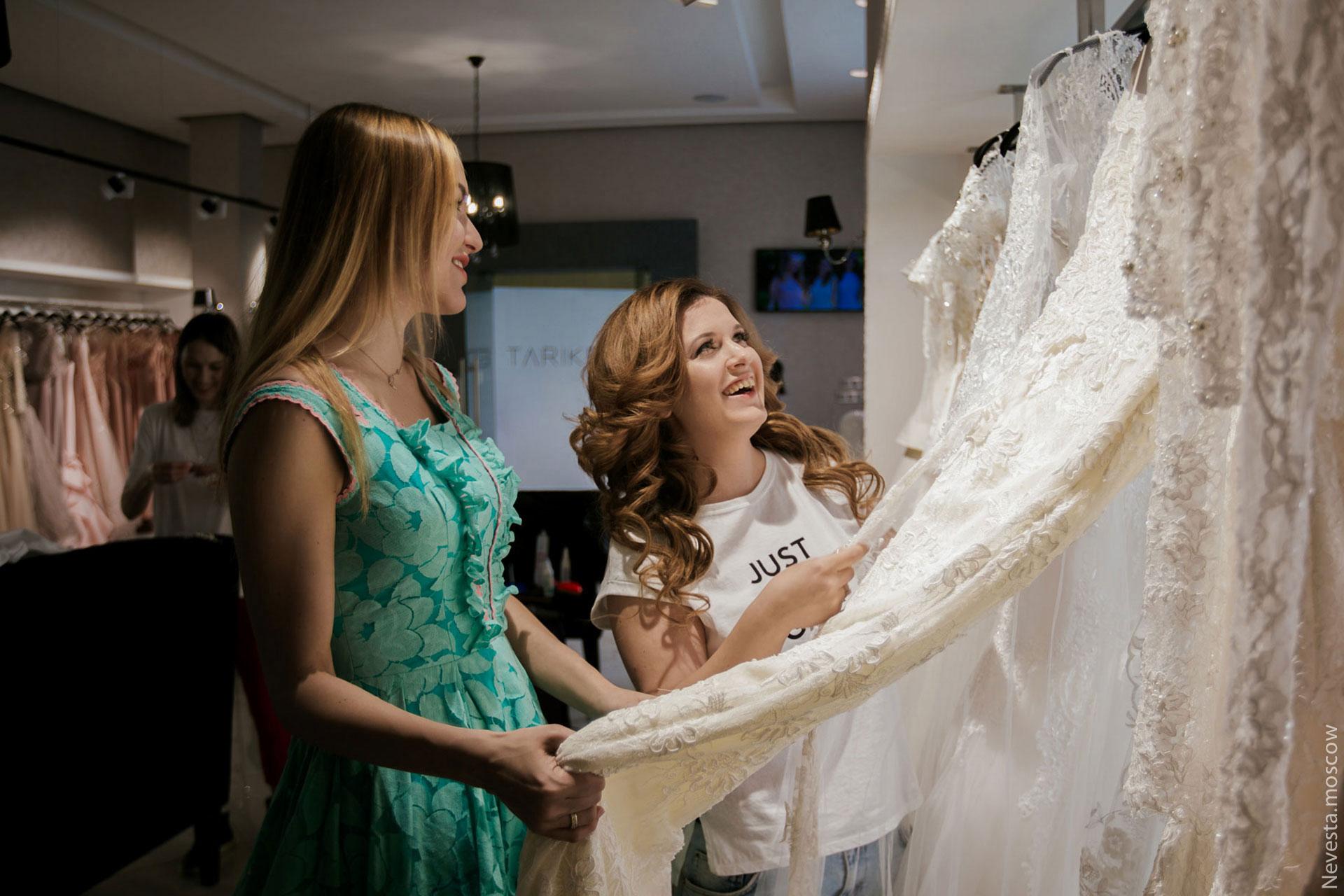 Анастасия Денисова выбирает образ для своей свадьбы фото 18