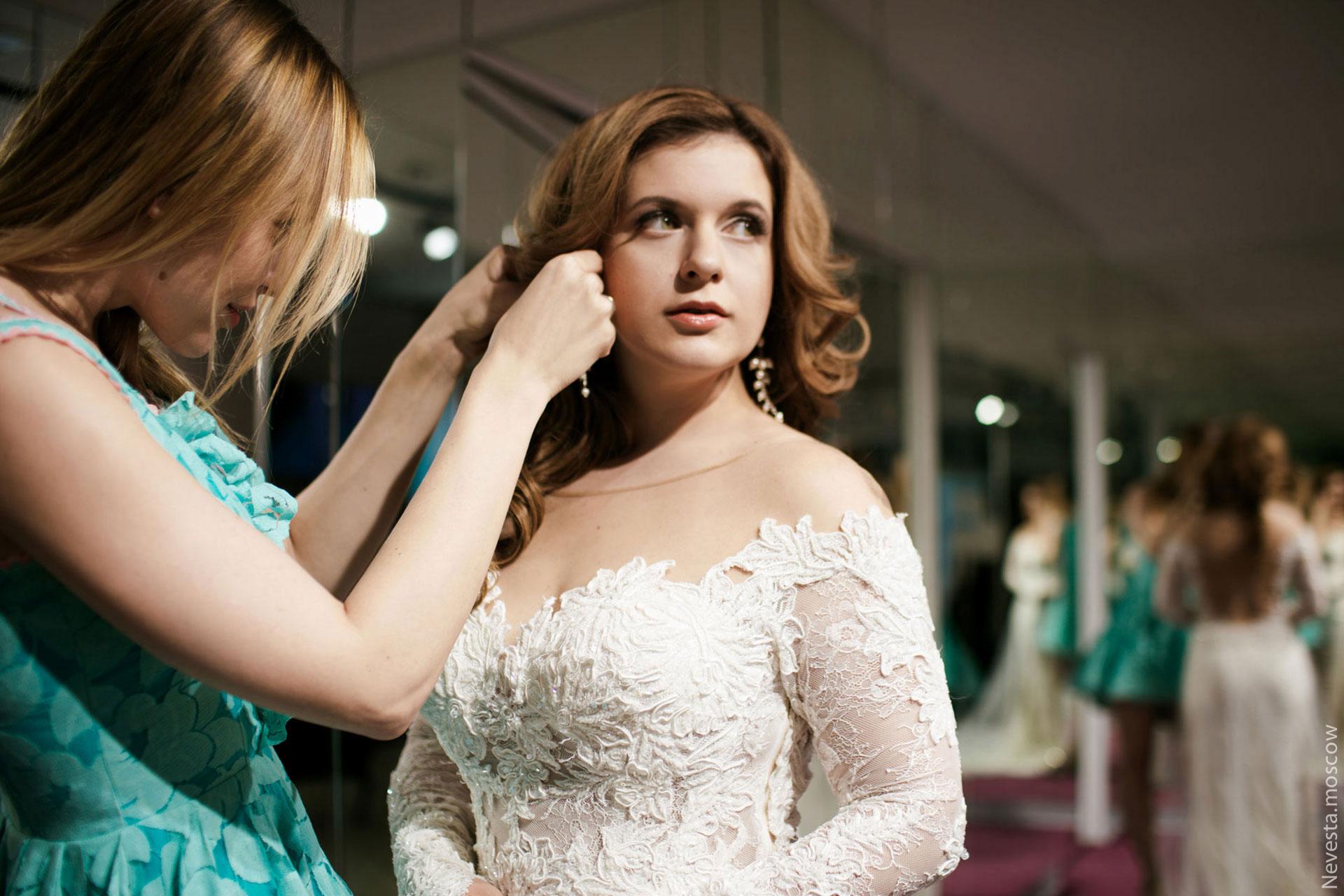 Анастасия Денисова выбирает образ для своей свадьбы фото 19