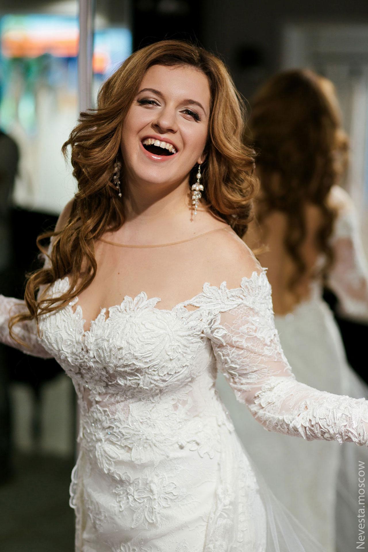 Анастасия Денисова выбирает образ для своей свадьбы фото 23